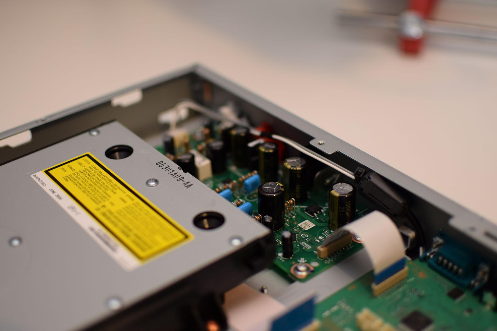Sony UBP-X100ES authentic cinema Modifikation Analogsektion
