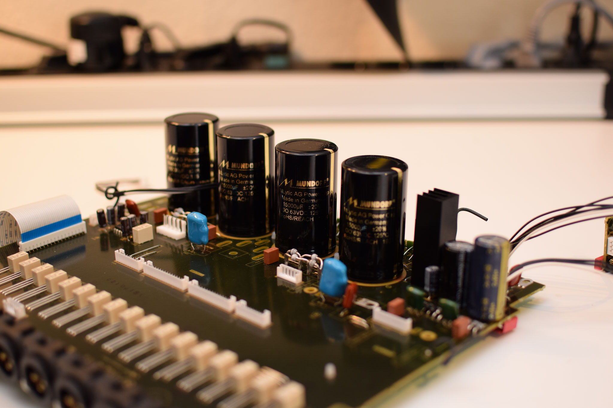 AV8805 Spannungsversorgung und Hauptpufferung der Audio Einheit