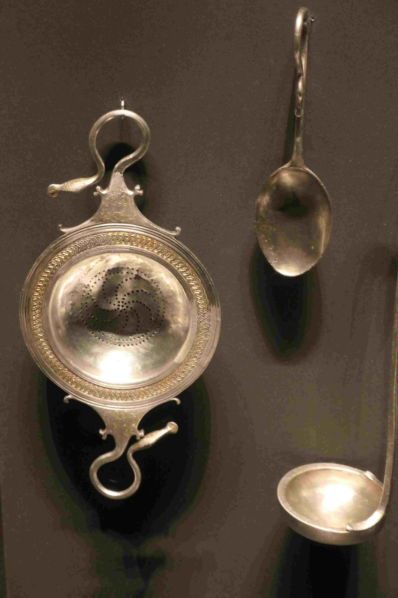 Silbergeräte aus dem Grabhügel des Mazedonierkönigs Philipp II in Bergina