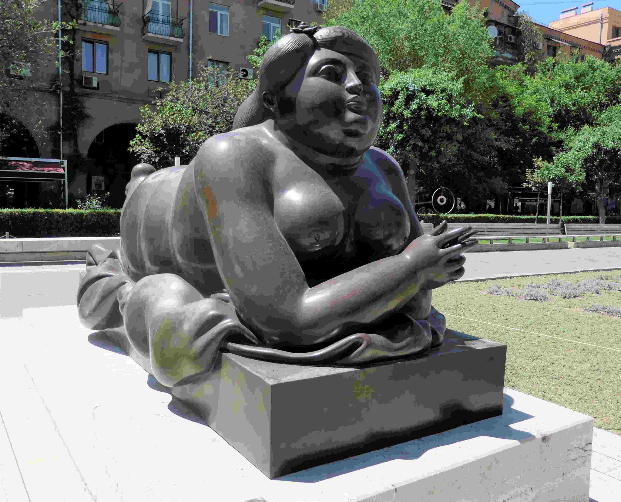 Fernando Botero: Liegende an den Kaskaden von Eriwan, Armenien