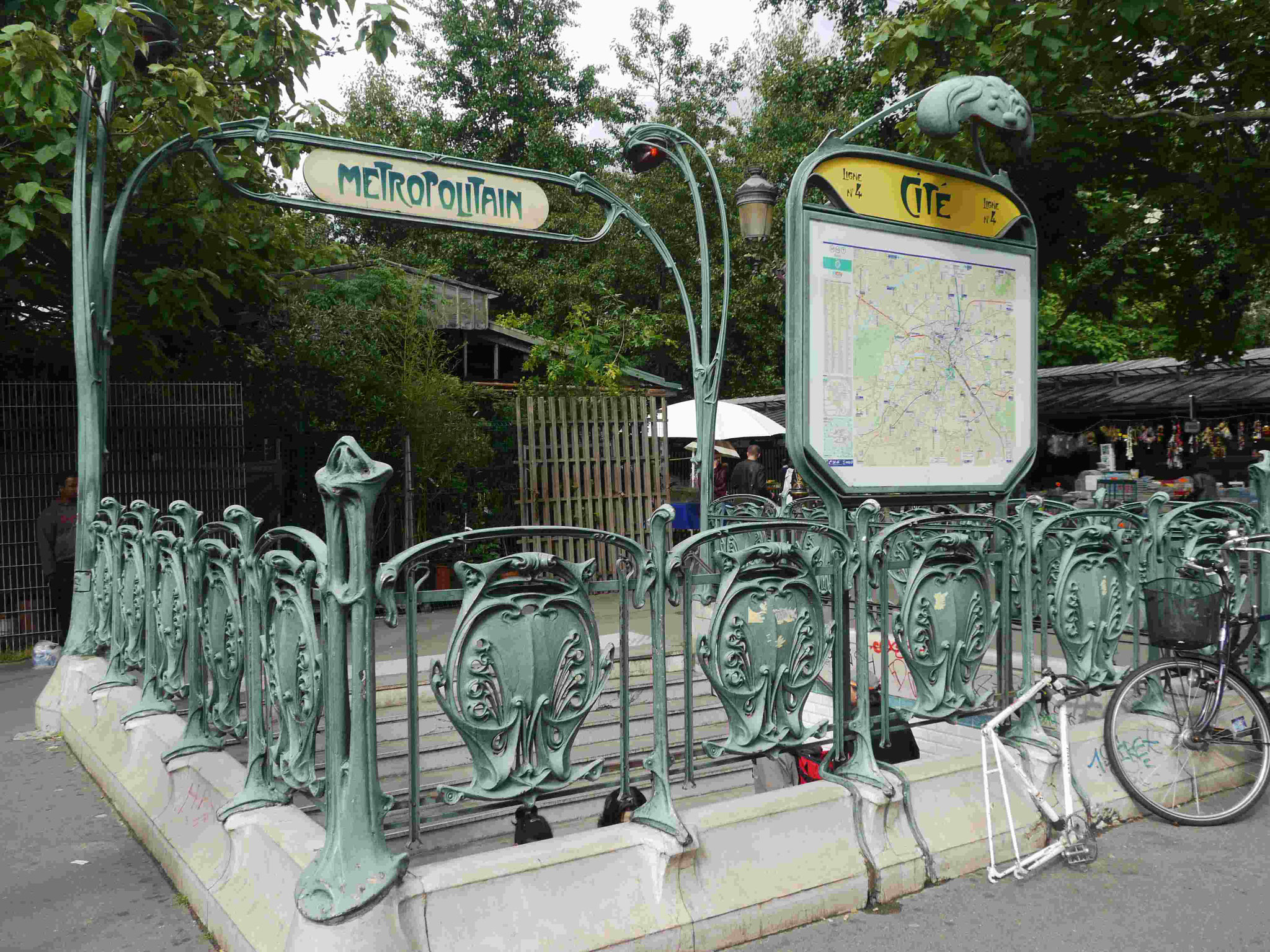 Hector Guimar: Metroeingänge in Paris