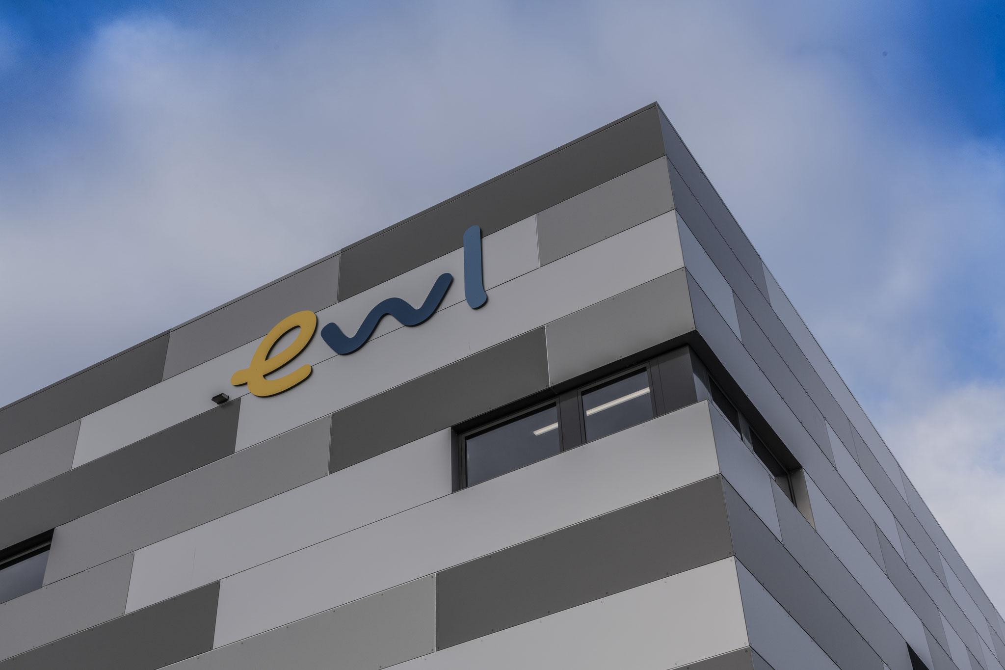 Fassadenbeschriftung ewl Luzern mit Metallbuchstaben
