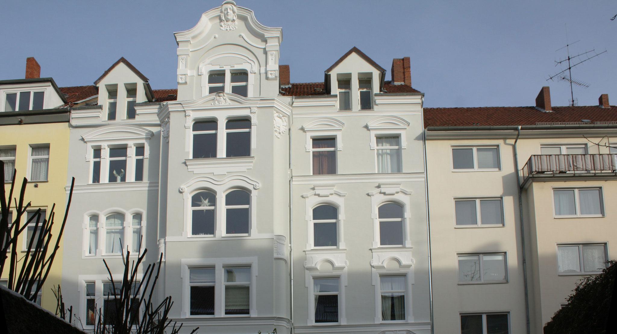 Restaurierte Stuckfassade; Anstrich mit KEIM Granital-System