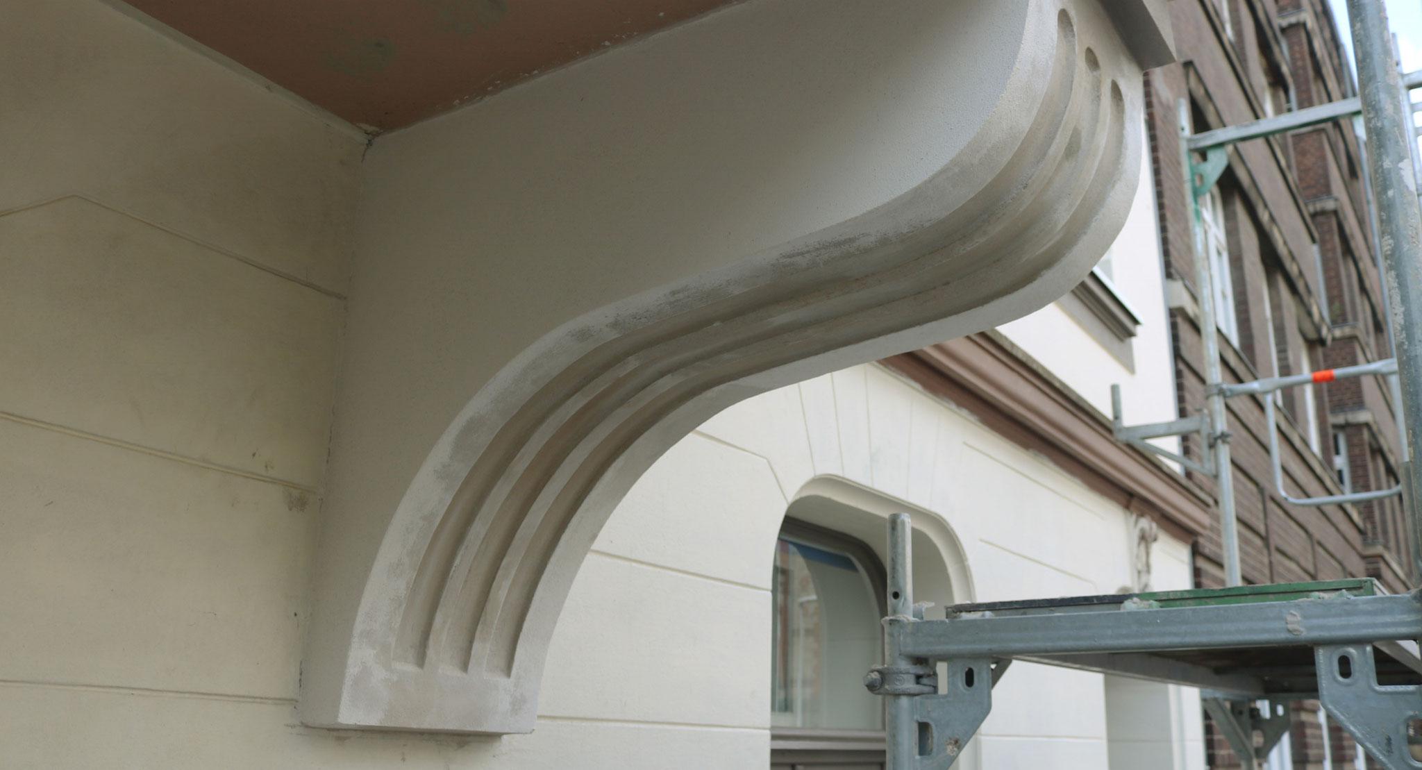 Rekonstruktion einer Erkerkonsole in Romanzementmörtel auf Putzträgerkonstruktion