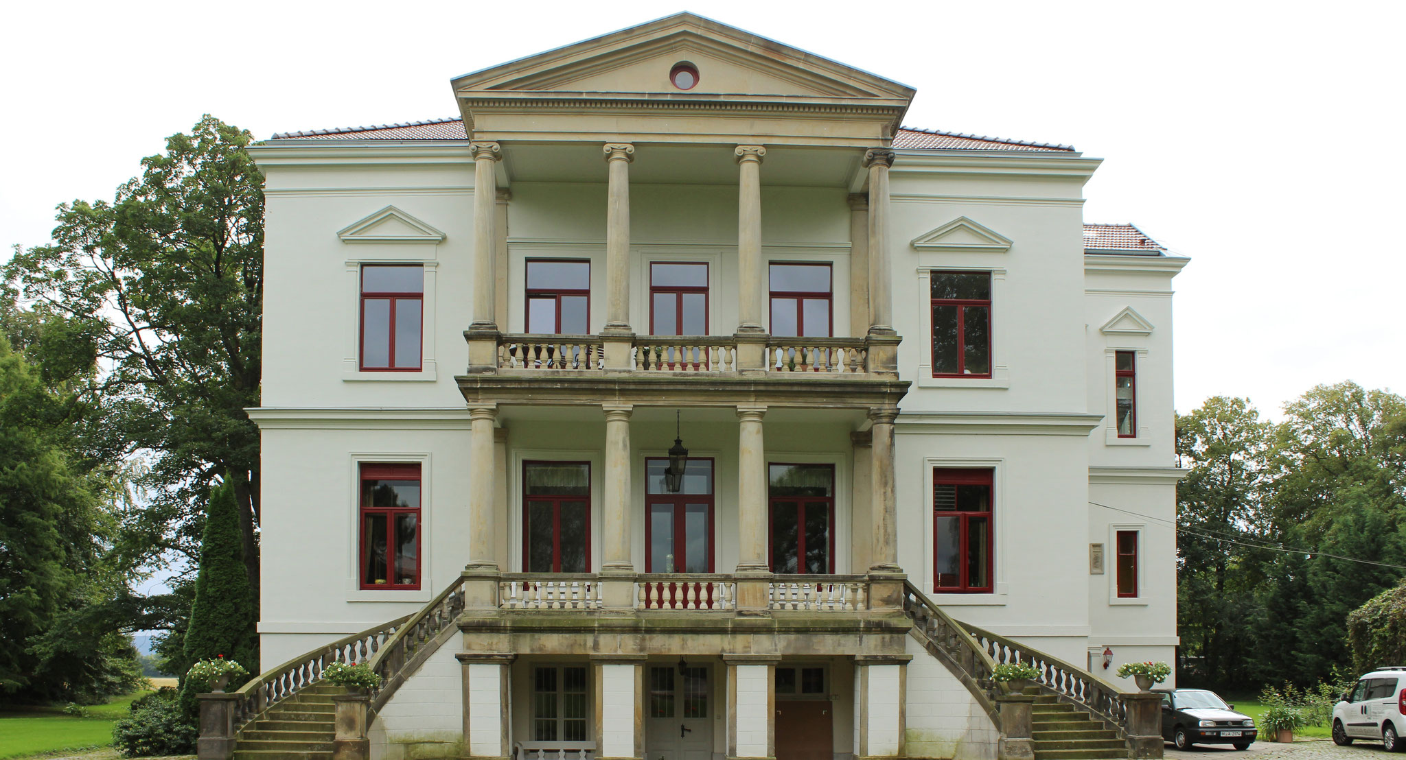 Stuckrestaurierung; Fassadenbeschichtung mit KEIM Granital-System