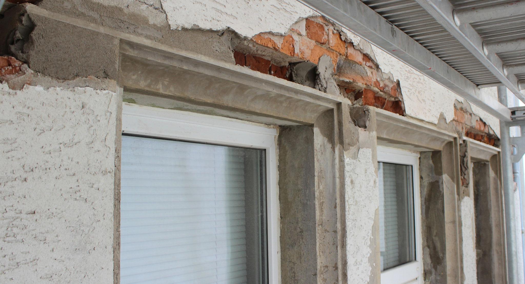 Versetzte Fensterfaschenprofile; Sturz in Romanzement
