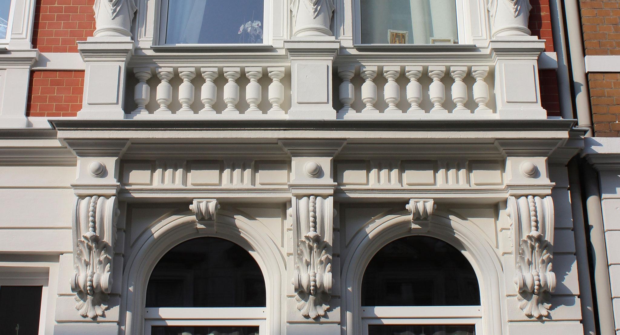 Restaurierte Stuck-, Putz- und Klinkerfassade; Anstrich mit KEIM Granital-System