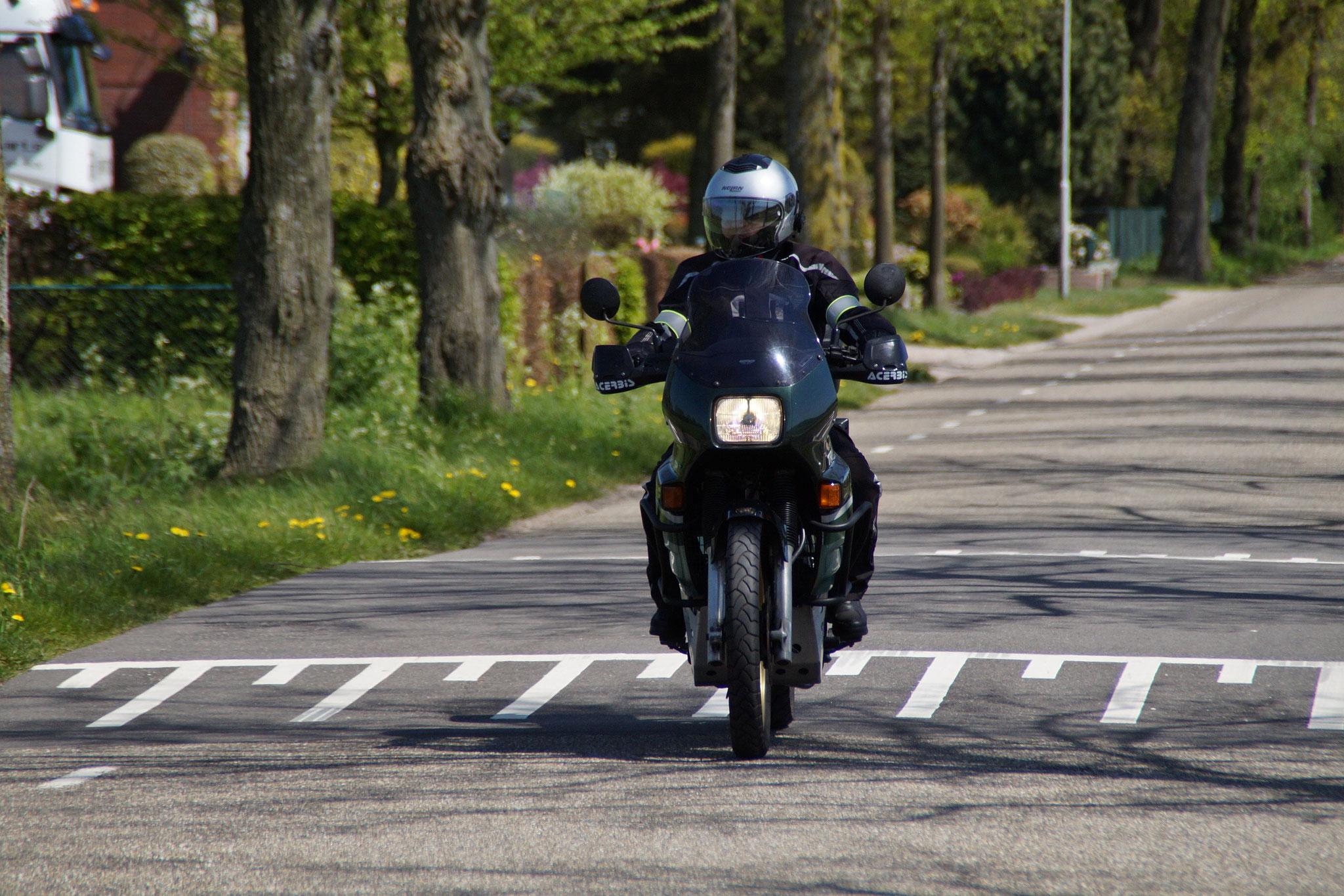 Die Landschaft mit dem Motorrad...
