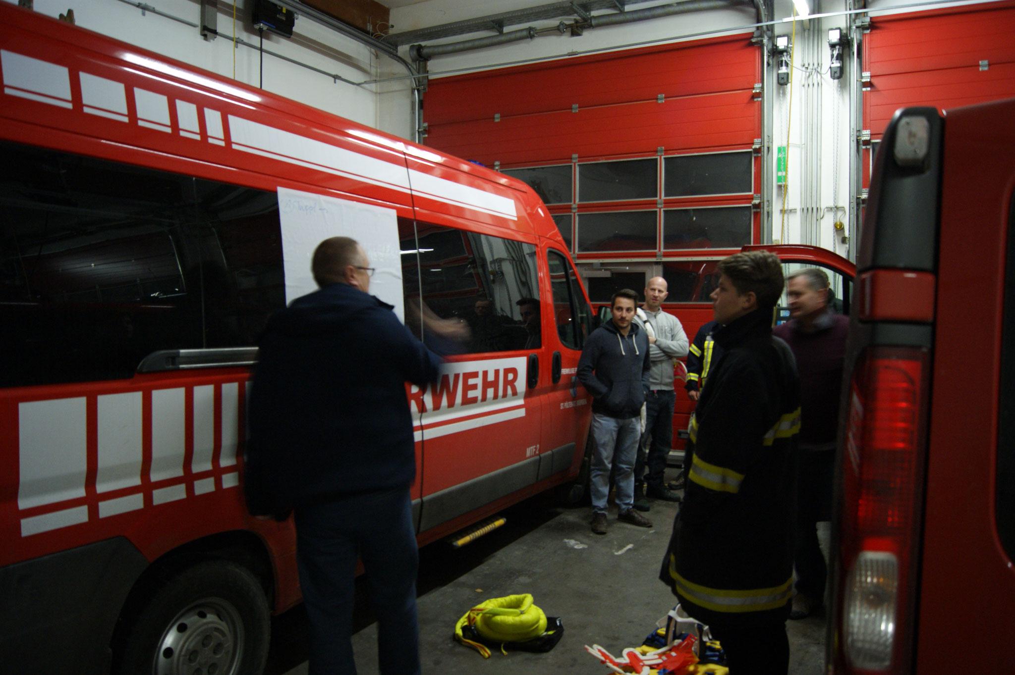 Taktifol im Einsatz - Kurzeinweisung - Menschenrettung aus PKW / Bus