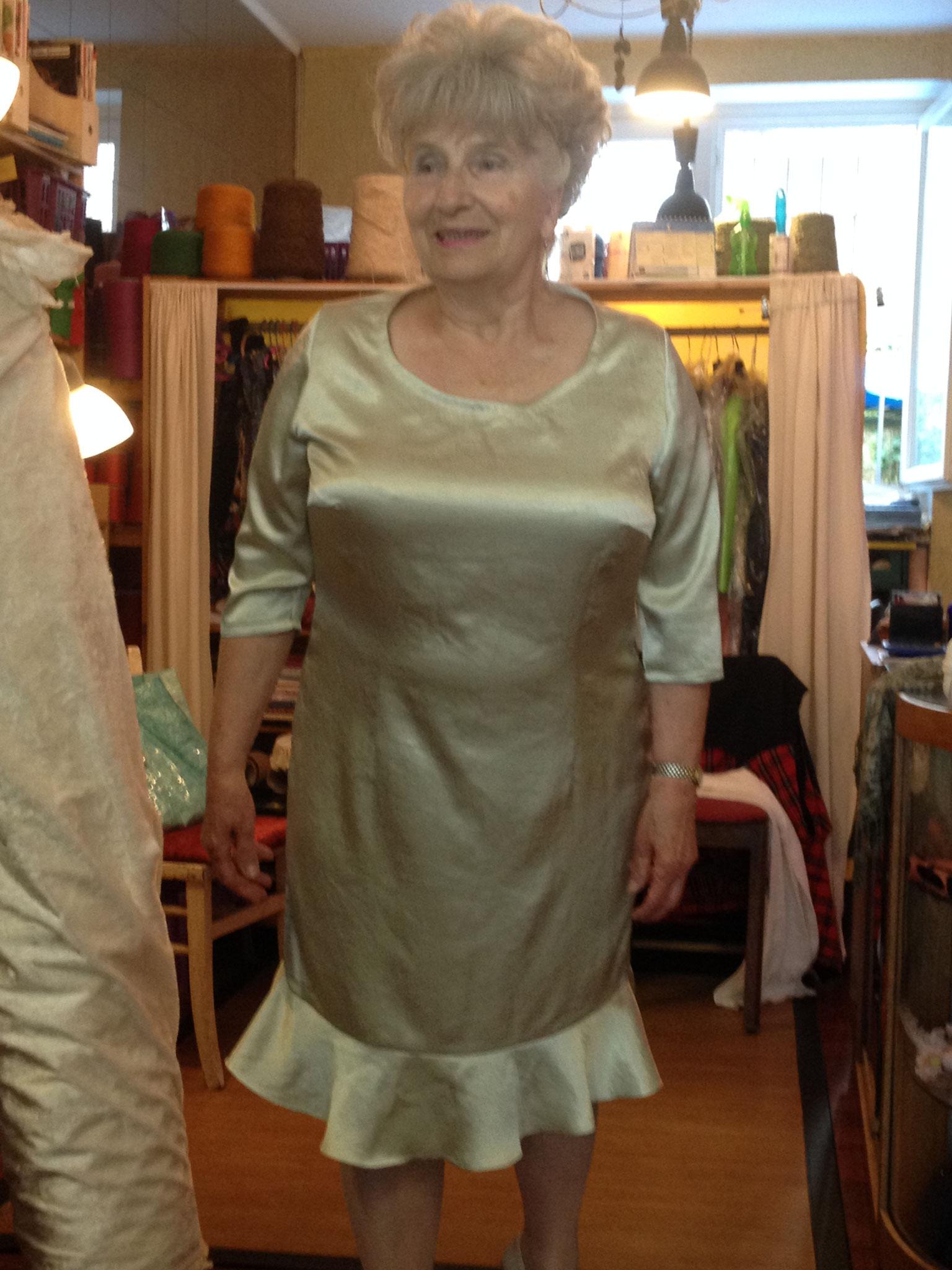 Kleid aus Satin mit Knittereffekt