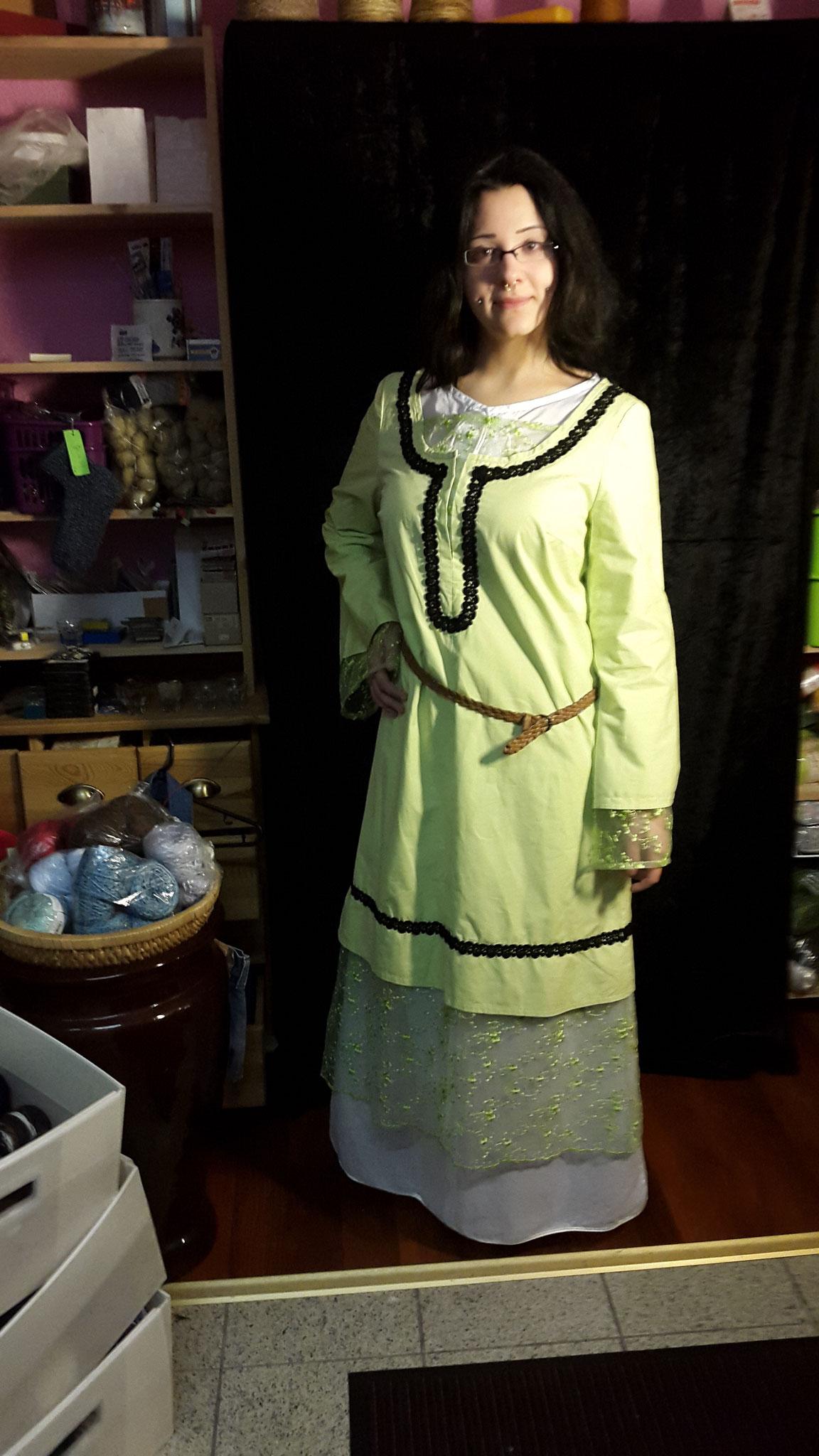 """Damen Gewand """"Brunihildis"""" Gr. 46, Baumwolle und Spitze grün, ohne Unterkleid 40€"""
