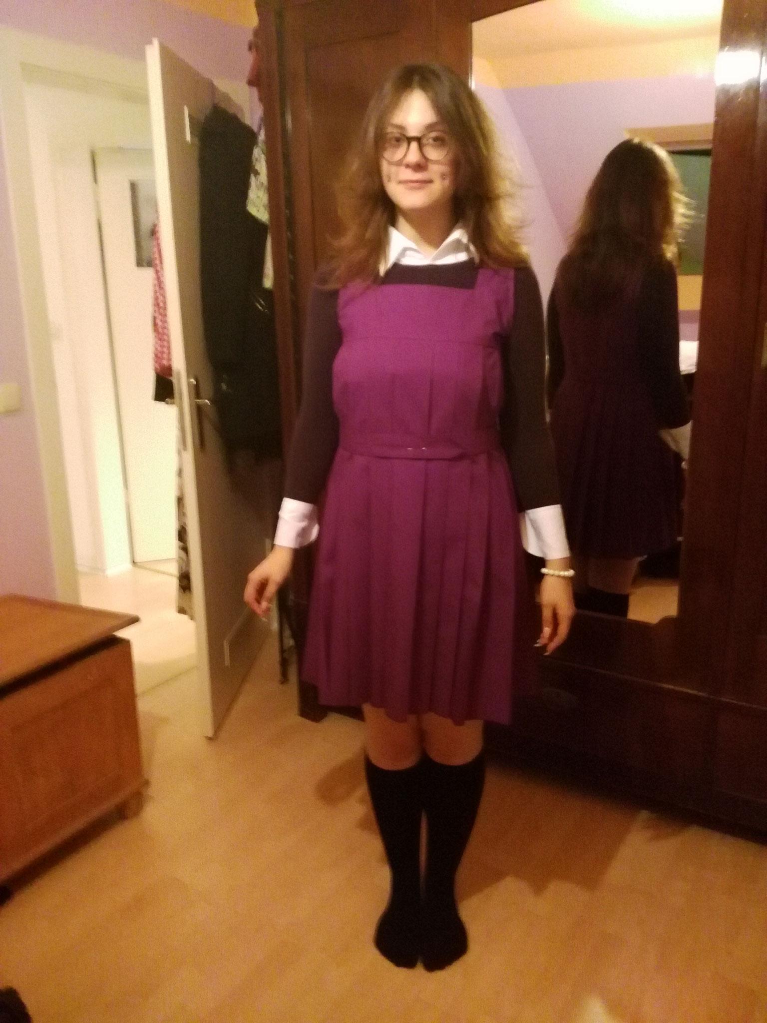 Schulmädchenuniform, Gr. 42, Baumwolle handplissiert, ohne Hemd, 70€