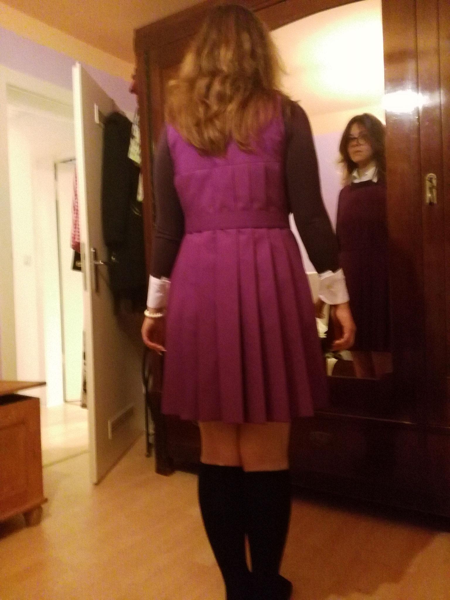 Schulmädchenuniform,  Gr. 42, Baumwolle handplissiert, 70€
