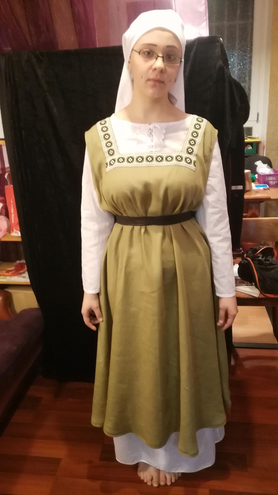 """Damengewand """"Dieta"""" (12. Jh) Gr. 42+, Leinen-Baumwoll-Gemisch, ohne Unterkleid und Gürtel 40€"""