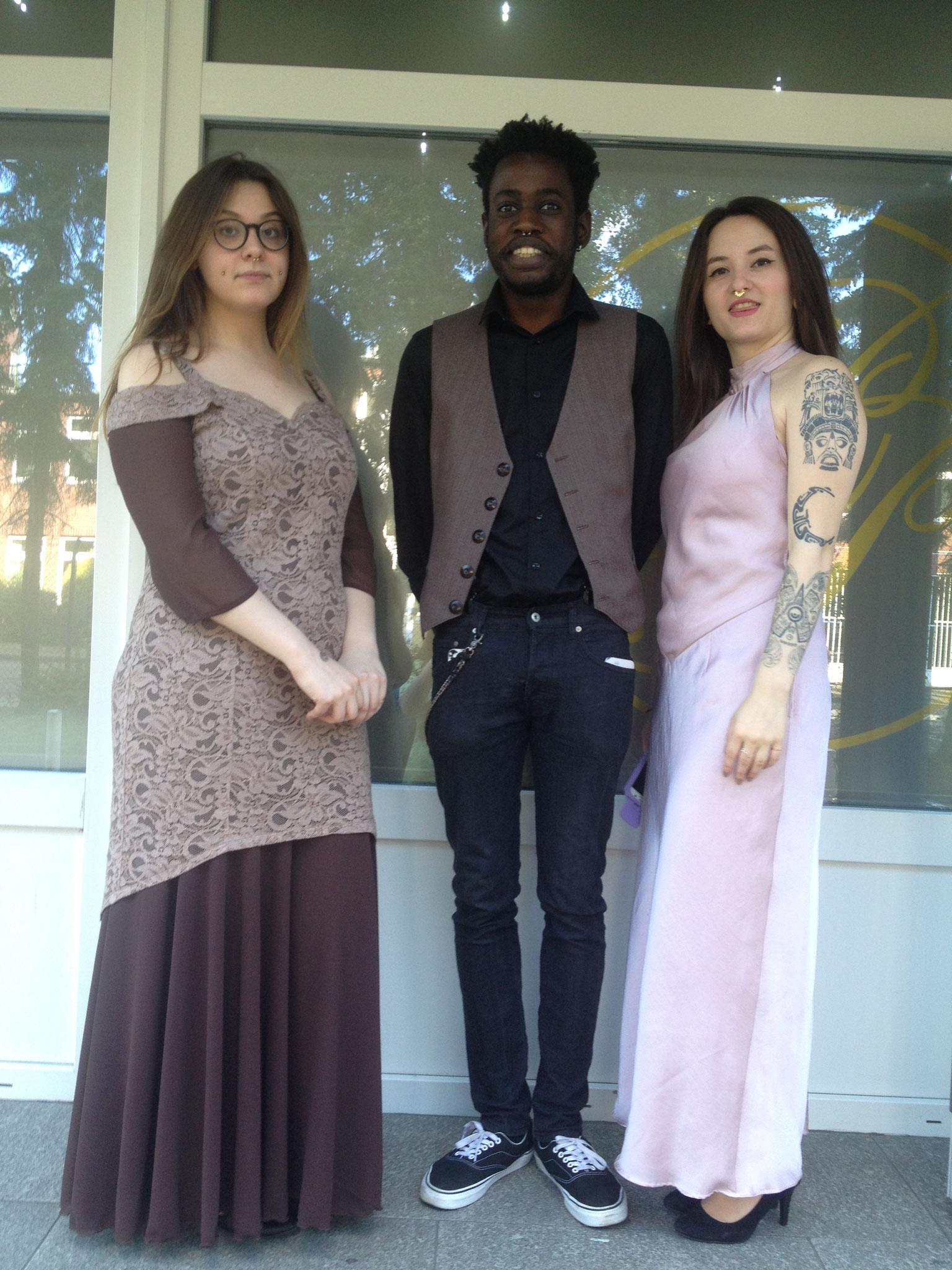 Abendkleider und Weste aus Schurwolle