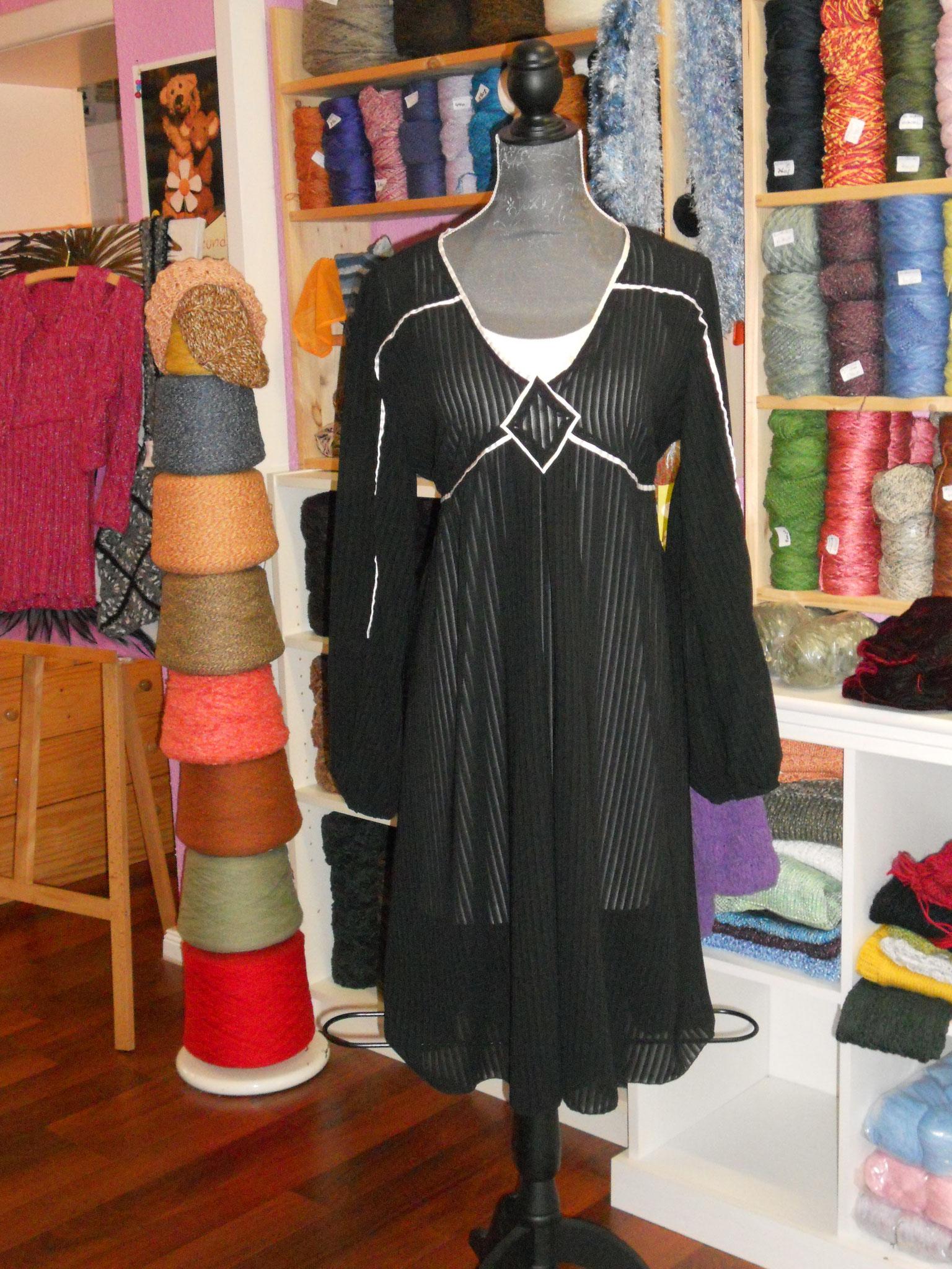 Kleid/ Tunika Gr. 42, feine Kunstfaser mit Satinpaspel, 30€