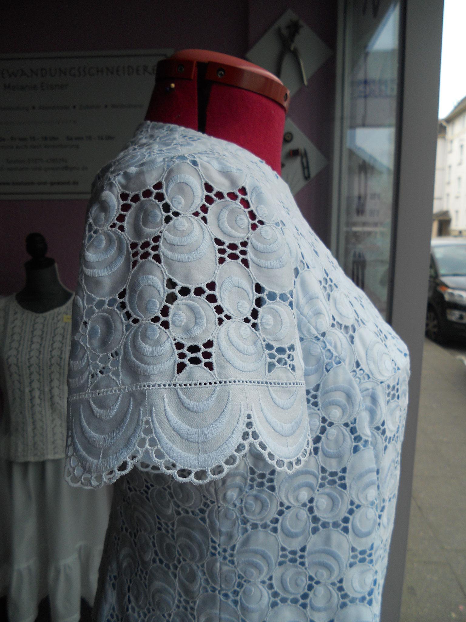 Damenkleid im 60er Jahre-Stil, Gr. 48, Detail Ärmel, Baumwollspitze, gefüttert, 70€