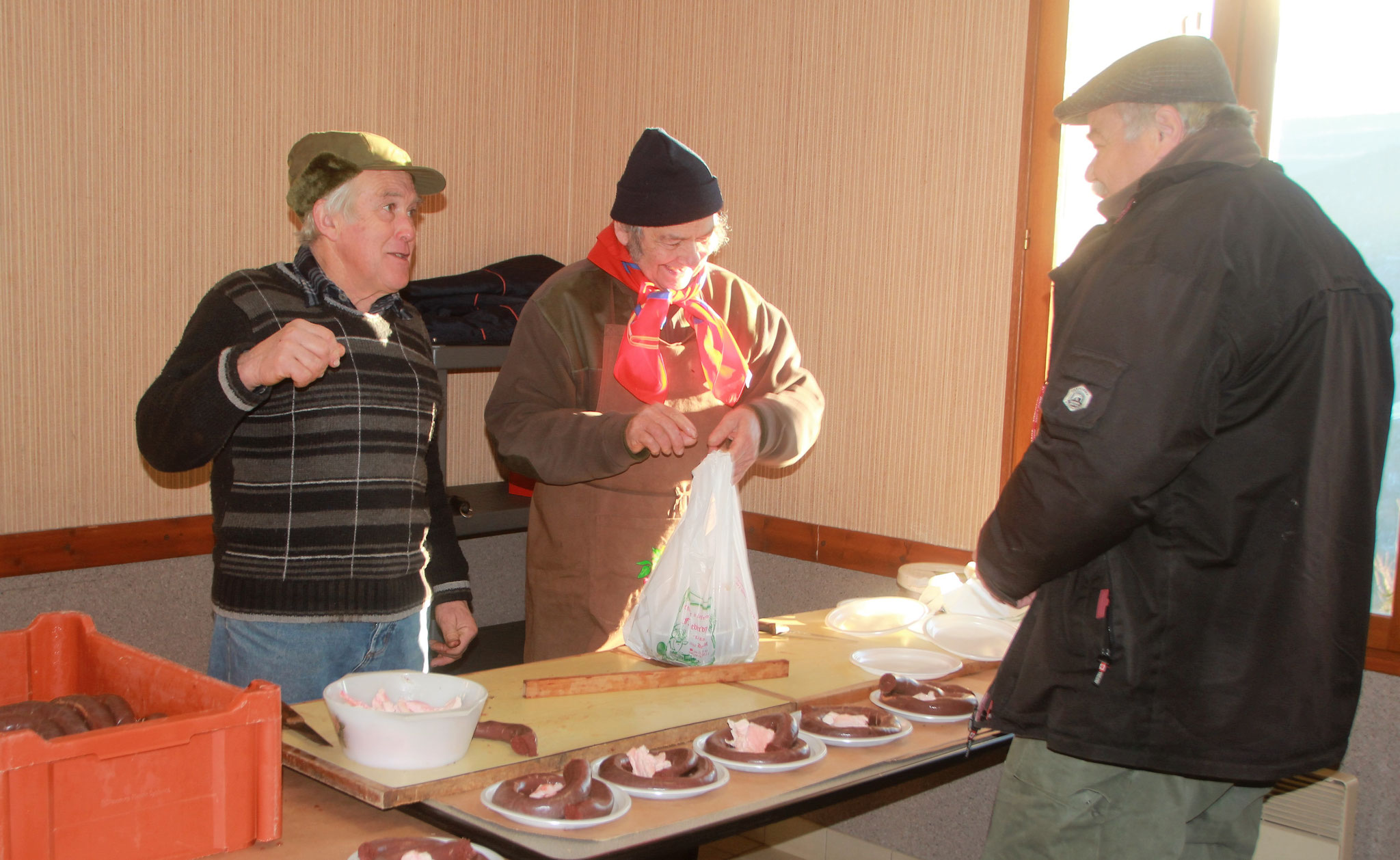 """Préparation du boudin de la chasse de  Poncieux          ---                                                                                                                      photo """"Juve"""""""