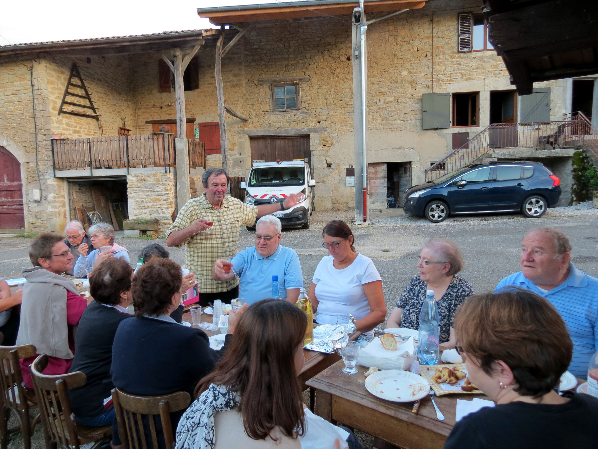 """Repas du soir en plein air, de la """"Miou"""" à Chatillon en 2018."""