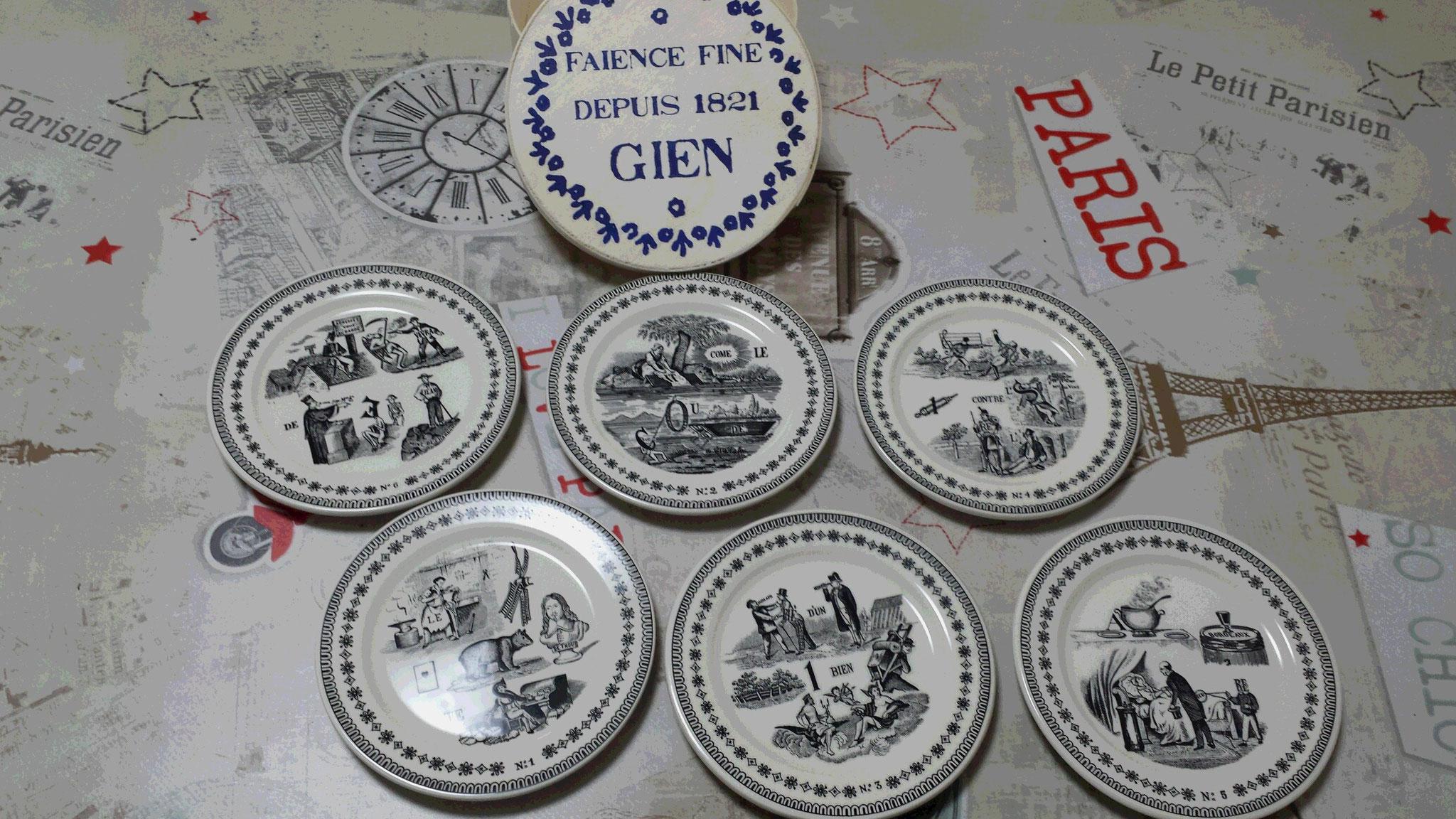 Six petites assiettes en Faïence fine de Gien, souvenirs de France