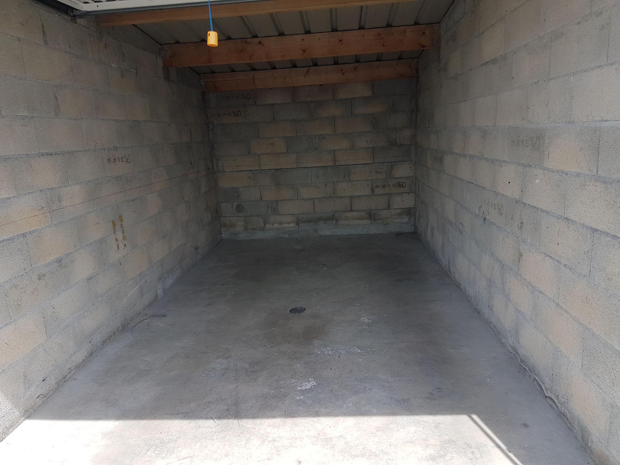 Débarras d'un garage à Besançon - Après intervention - débarras Ahlen - 06.82.19.41.00
