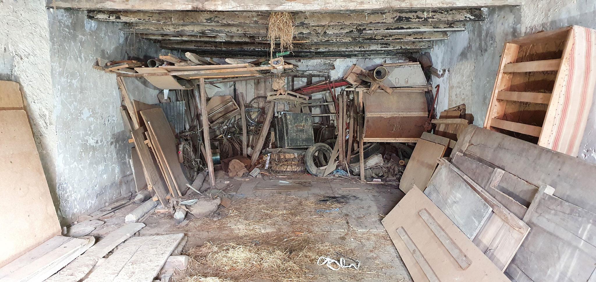 Débarras d'un garage avant intervention - débarras Ahlen clément - débarrasse tout partout en Franche comté -  débarras Haut Doubs secteur morteau villers le lac