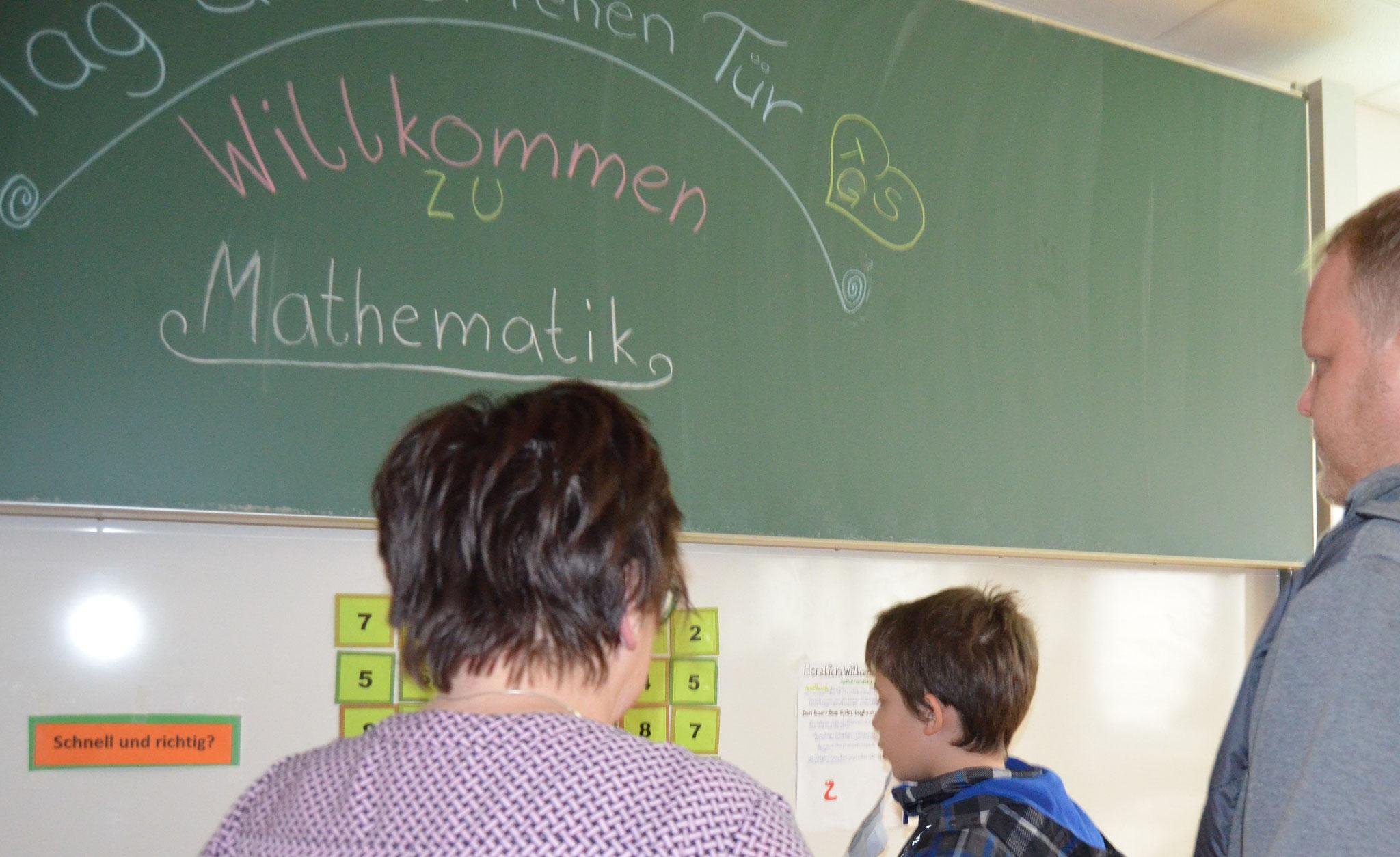 """Das Rechnen mit """"Unbekannten"""" wurde im Mathe-Raum zur festen Größe."""