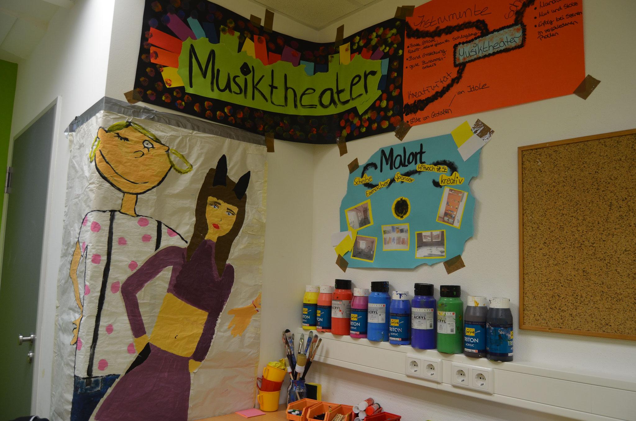 Die Ausstellung gleich neben dem Eltern-Café ließ einen Einblick in die kulturellen Aktivitäten der letzten 2 Jahre zu.