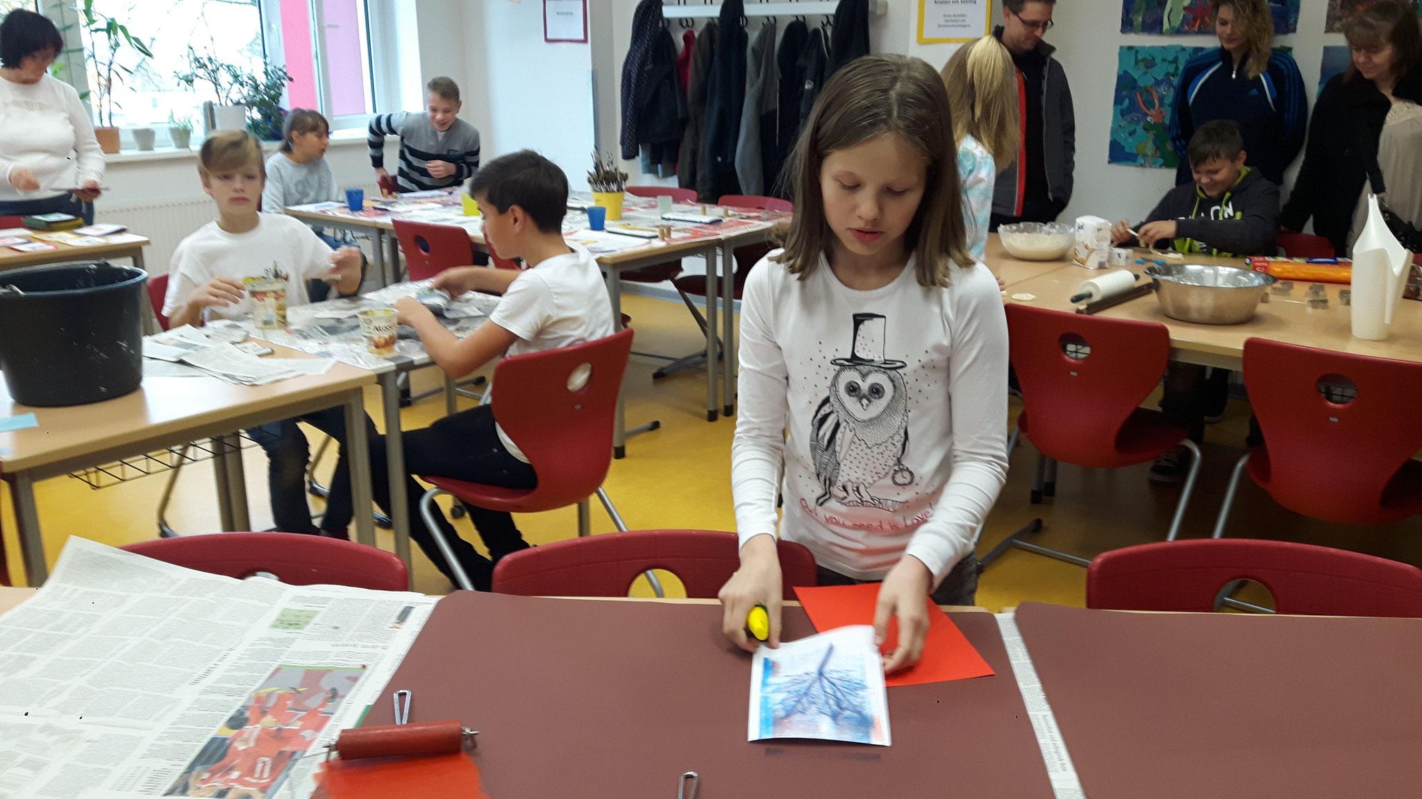 Kunstunterricht an 5 Stationen und aus Schülerhand weckte Interesse bei allen Beteiligten.
