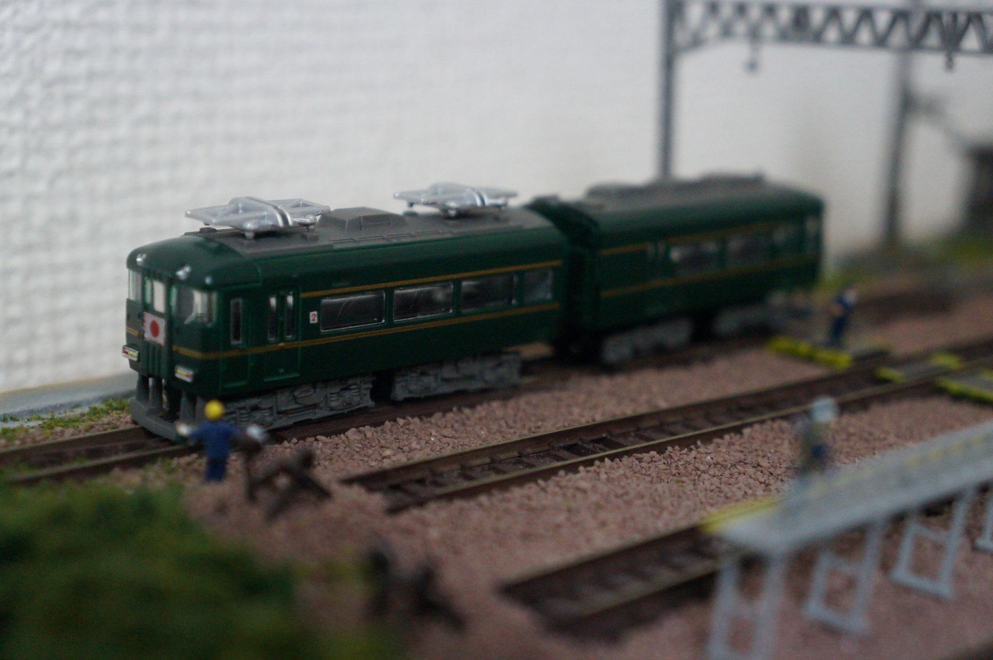 「まころひ」(まことさ政府専用列車。シックなダークグリーン色が上品さを醸し出す)