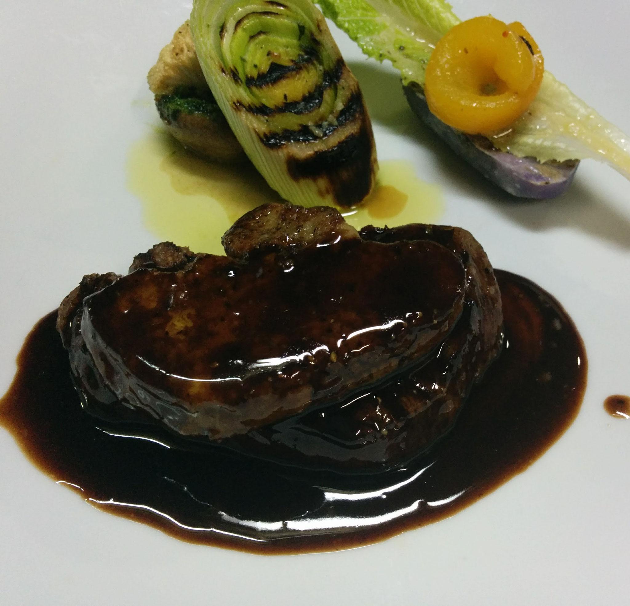 北海道産牛フィレ肉のグリルとフォアグラのソテーポルト酒風味¥9800コース