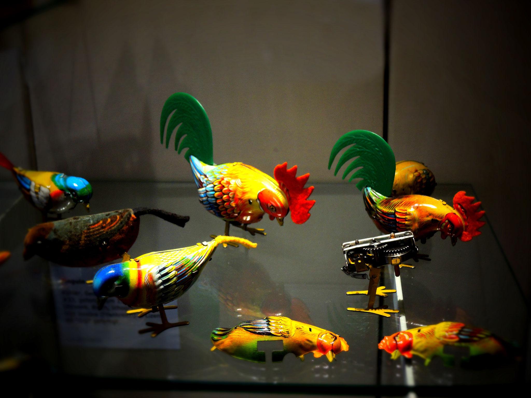 Mechanische Pickvögel aus Blech