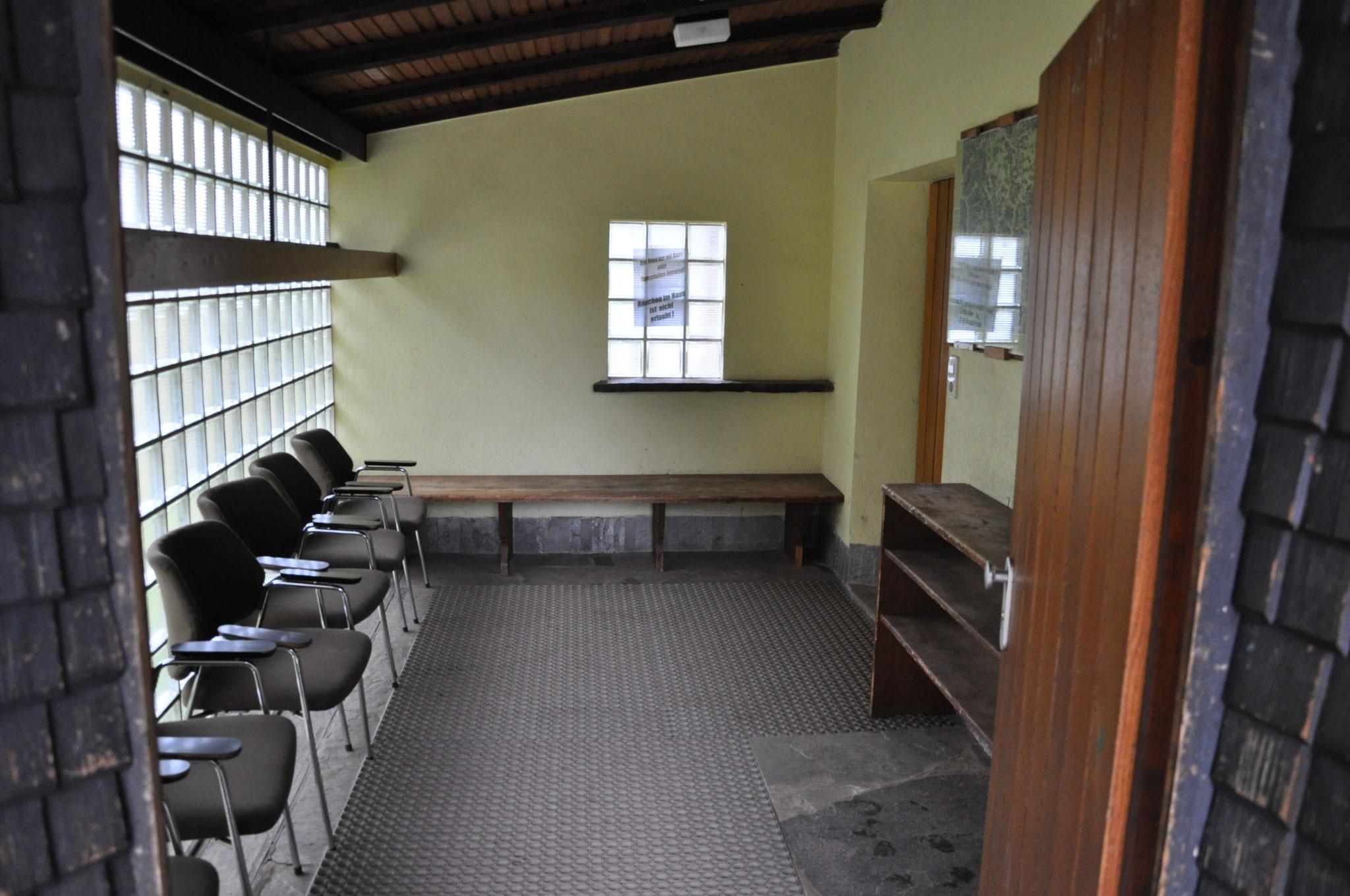 Eingang mit Vorraum/Schuhwechselbereich