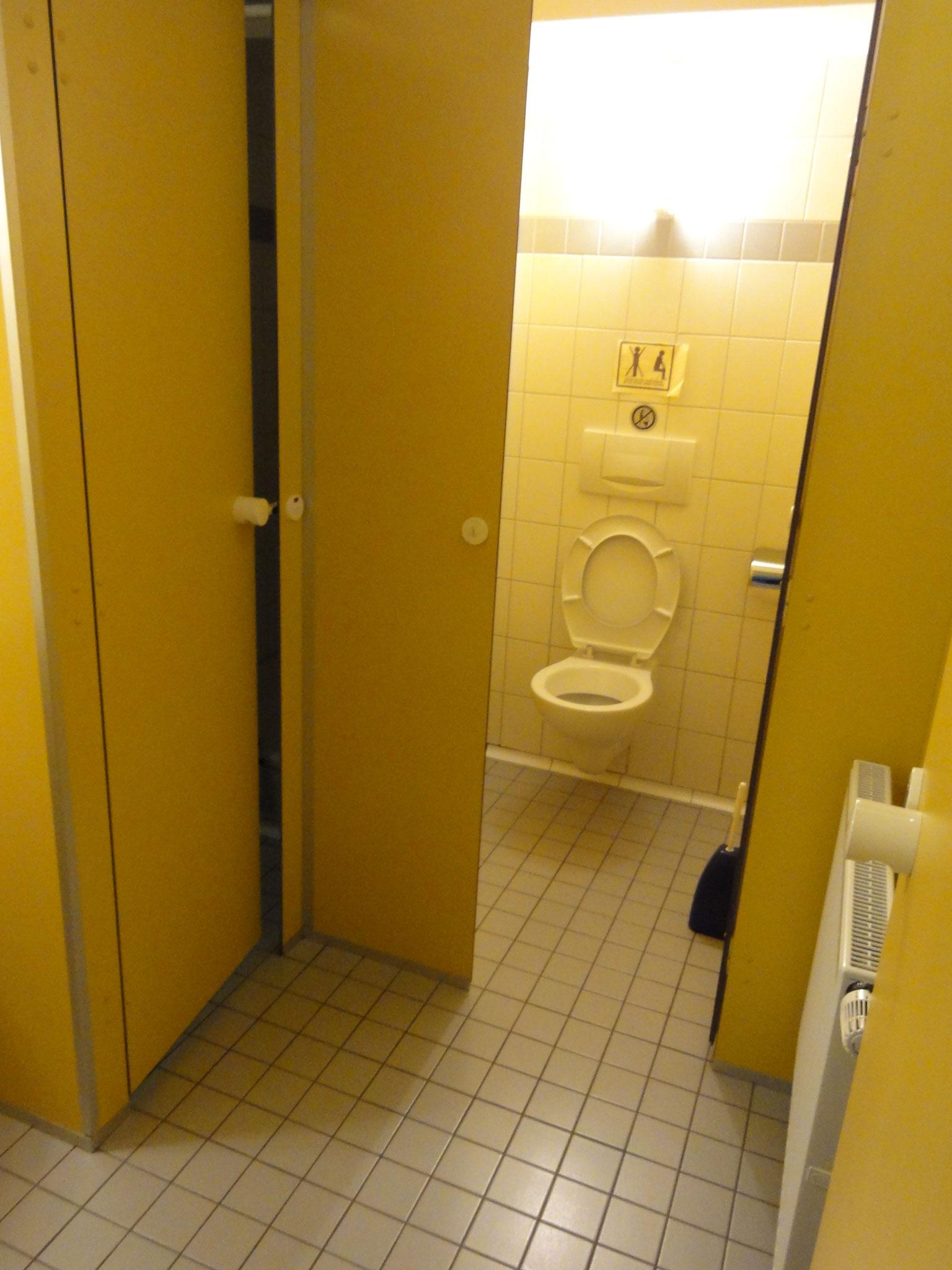Dusche + WC im Untergeschoss