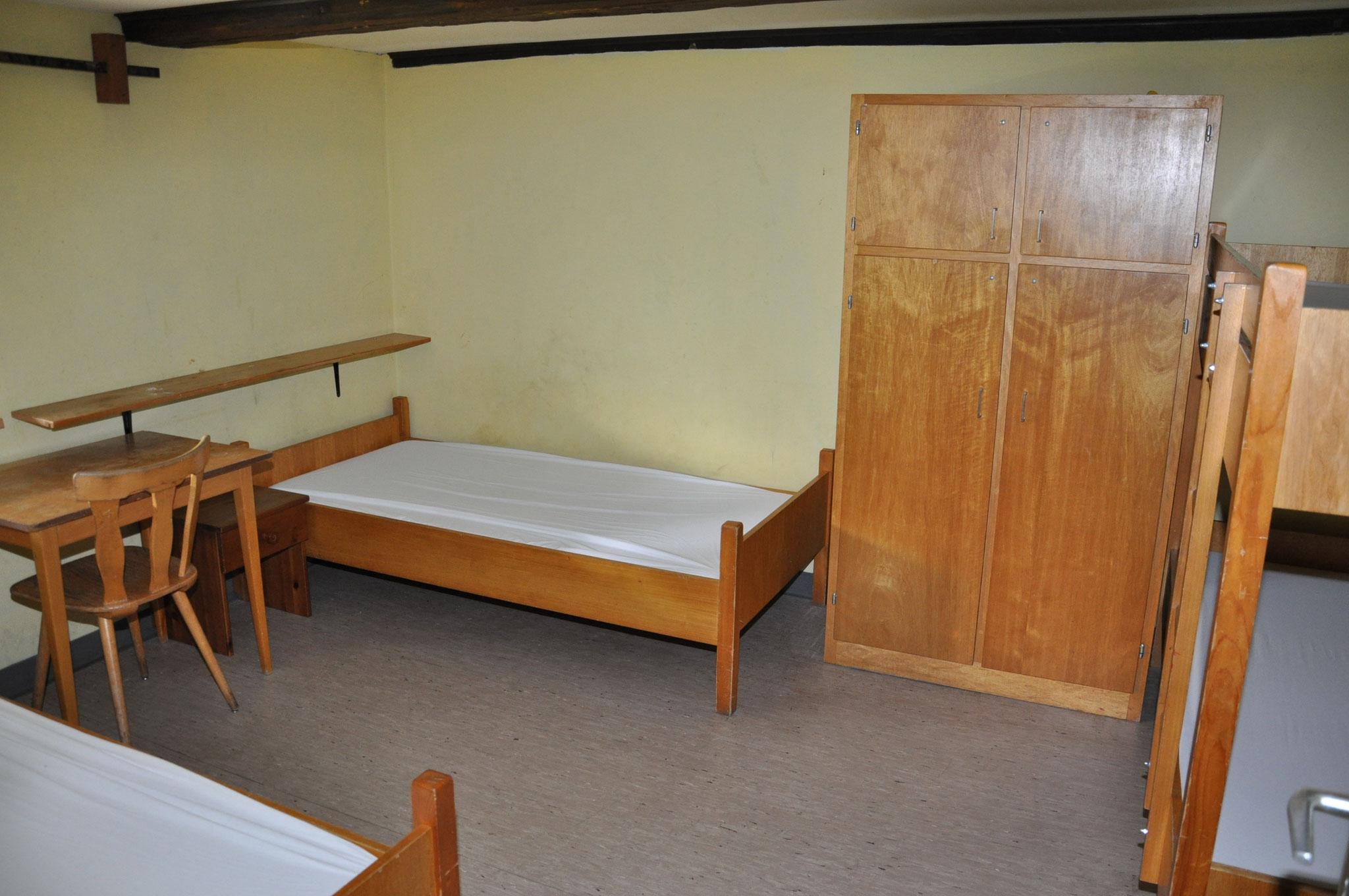 weiterer Schlafraum mit 4 Betten