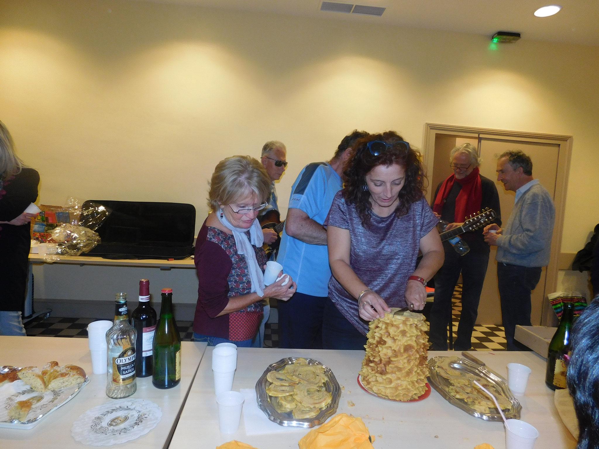 Avec un beau rocher des Pyrénées accompagné d'autres délicieux plats