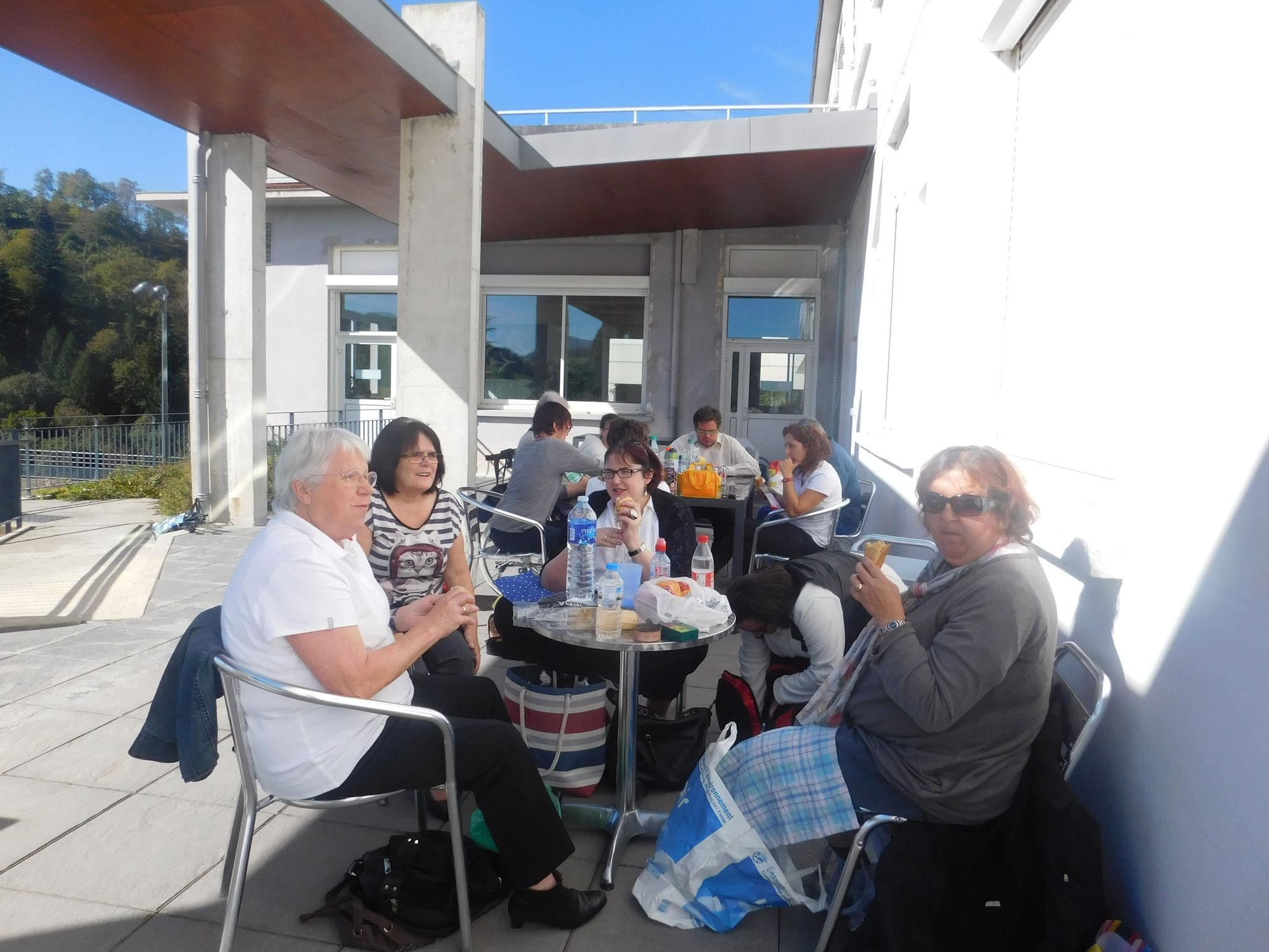 Pique-nique sur la terasse le 15 Octobre 2016 à Astugue