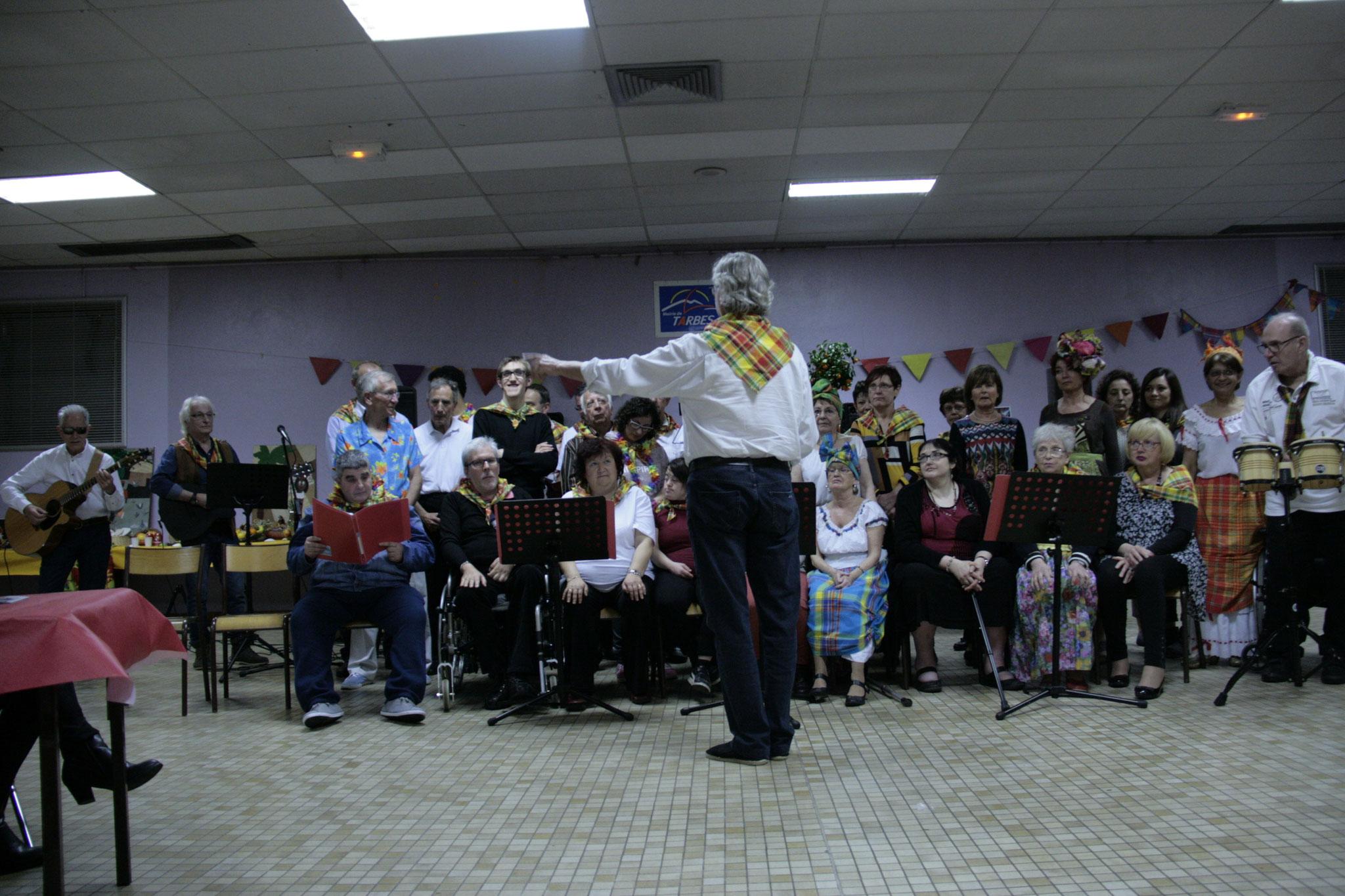 Nous chantons pour nos invités,Soirée que nous avons organisé,