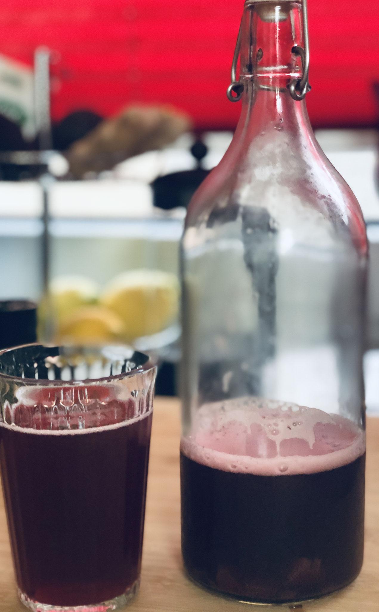 Hibiskus-Grüntee-Kombucha