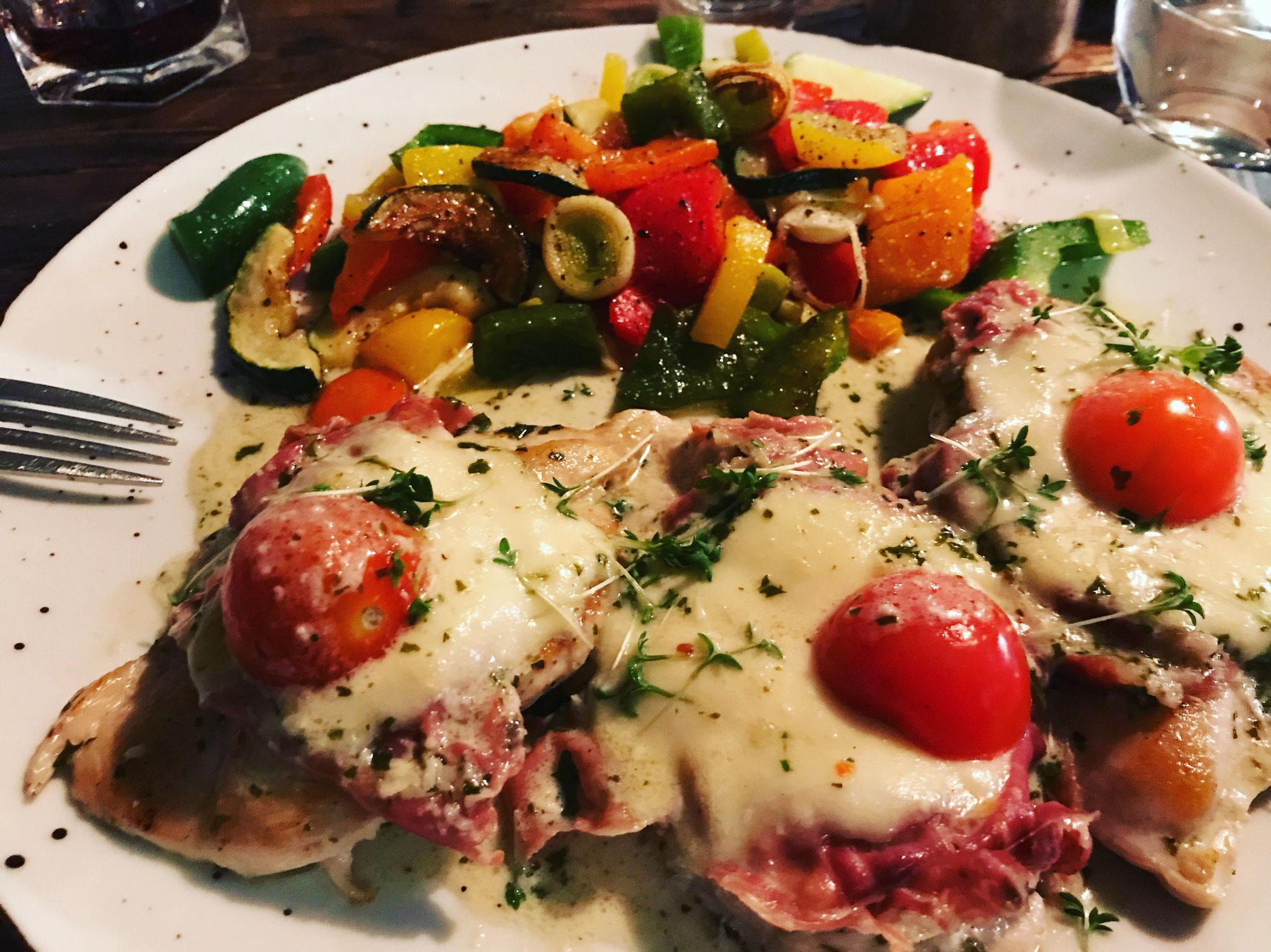 Hähnchenfilet mit Tomate/Mozzarella und italienischem Pfannengemüse