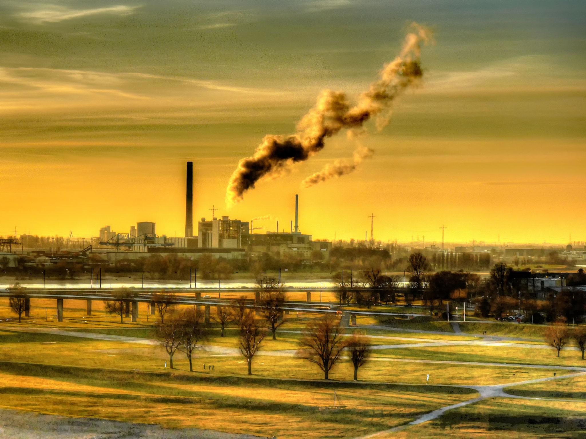 · kraftwerk lausward · blick über die rheinwiesen · düsseldorf · yak © 2017 RK