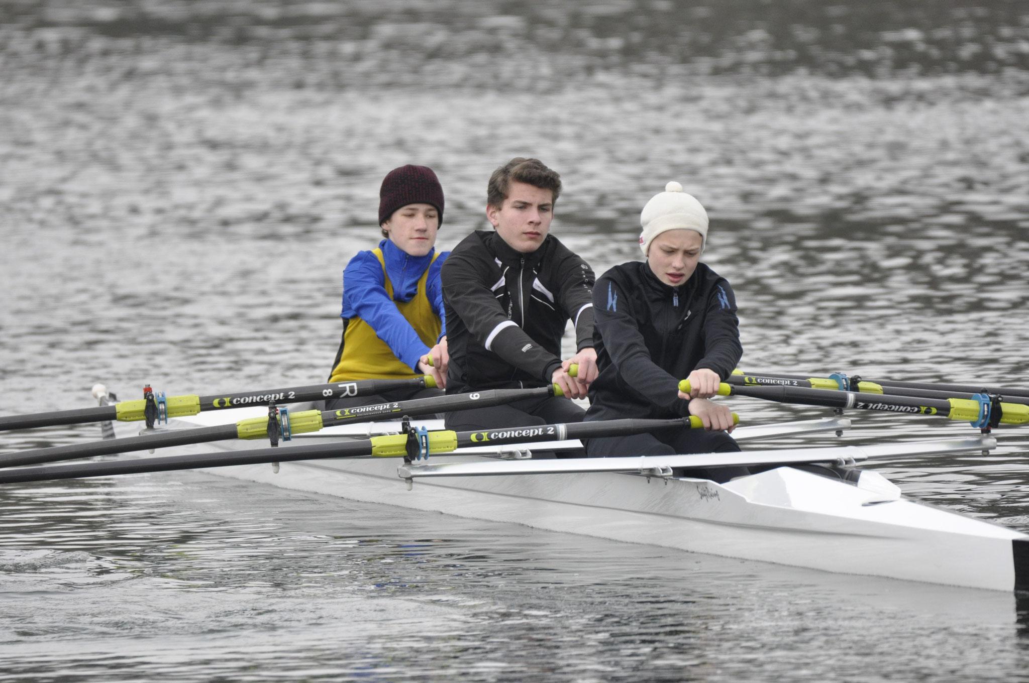 Mannschaftsbildung mit Aktiven des Lauinger SRC, l, Mitte S. Huber, r J. Herpich