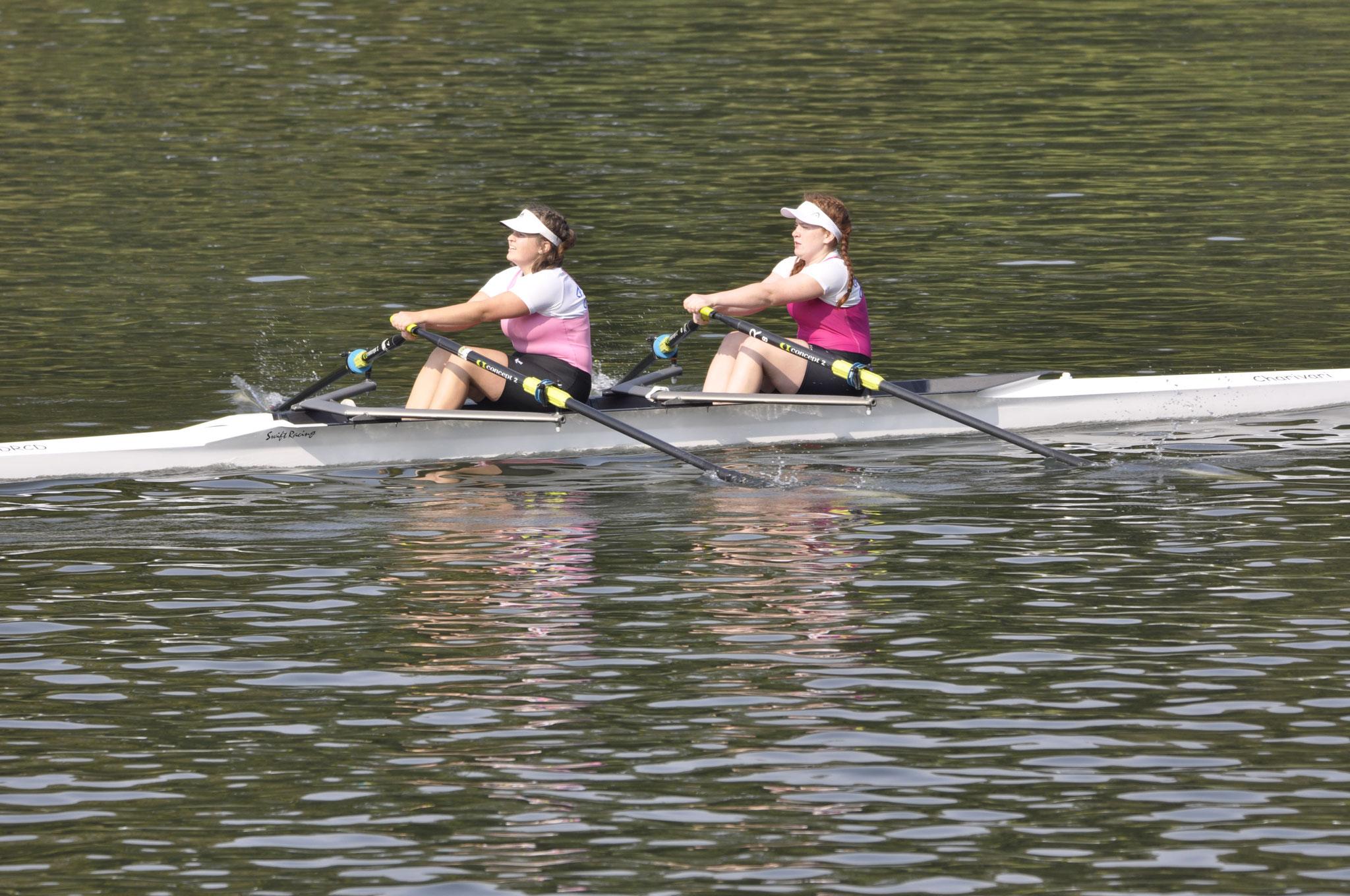 Julia Tuschl und Leonie Schiller siegten im Juniorinnen Doppelzweier.