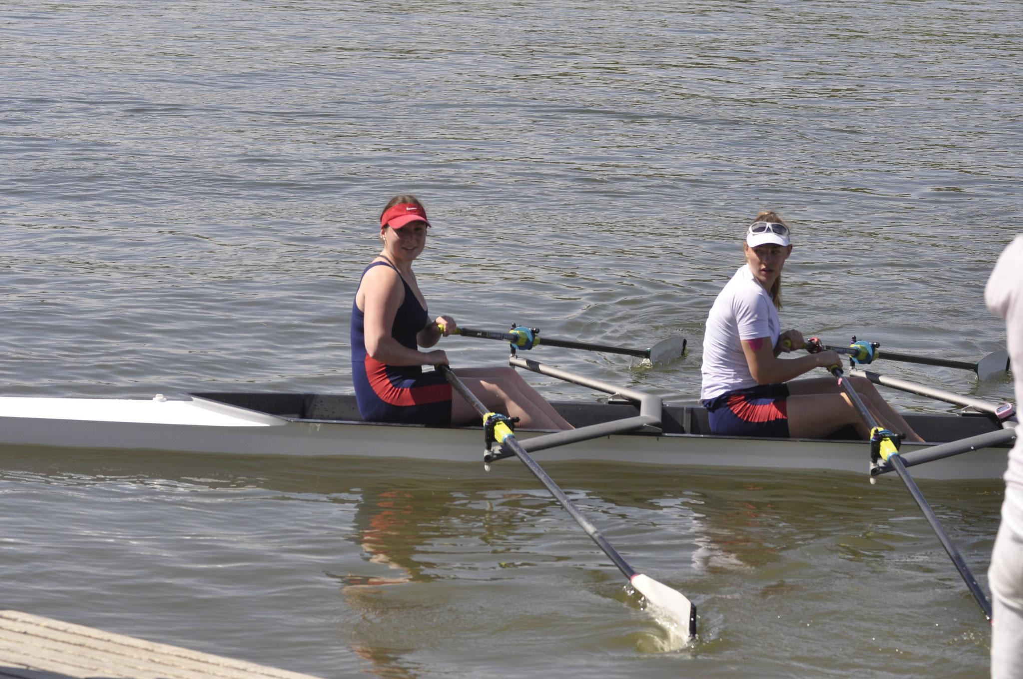 Sieger im Frauen Doppelzweier des DRCD l. Lisa Sebald, rechts Sonja Schlosser