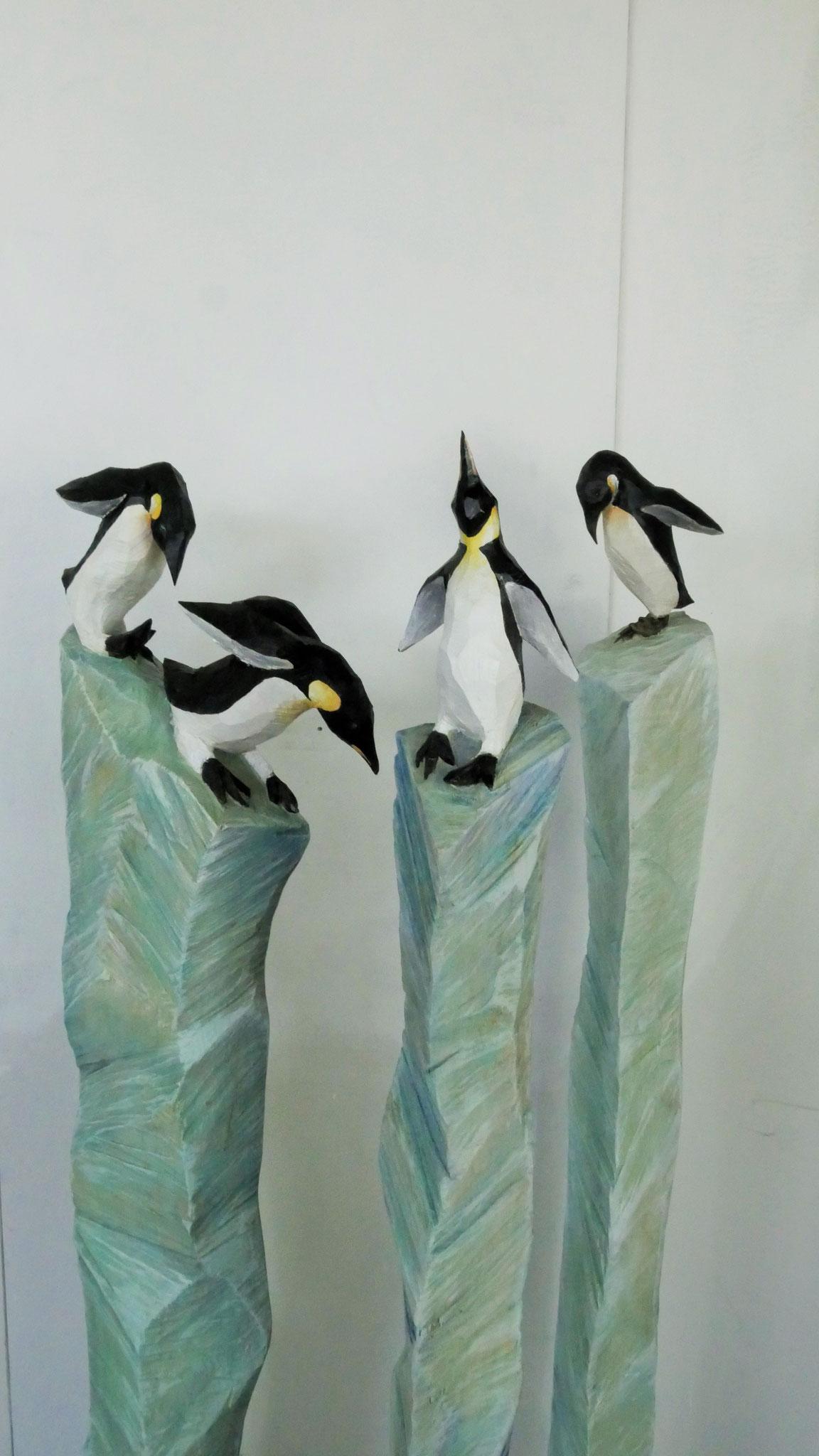 Pinguine auf schmelzender Eisscholle