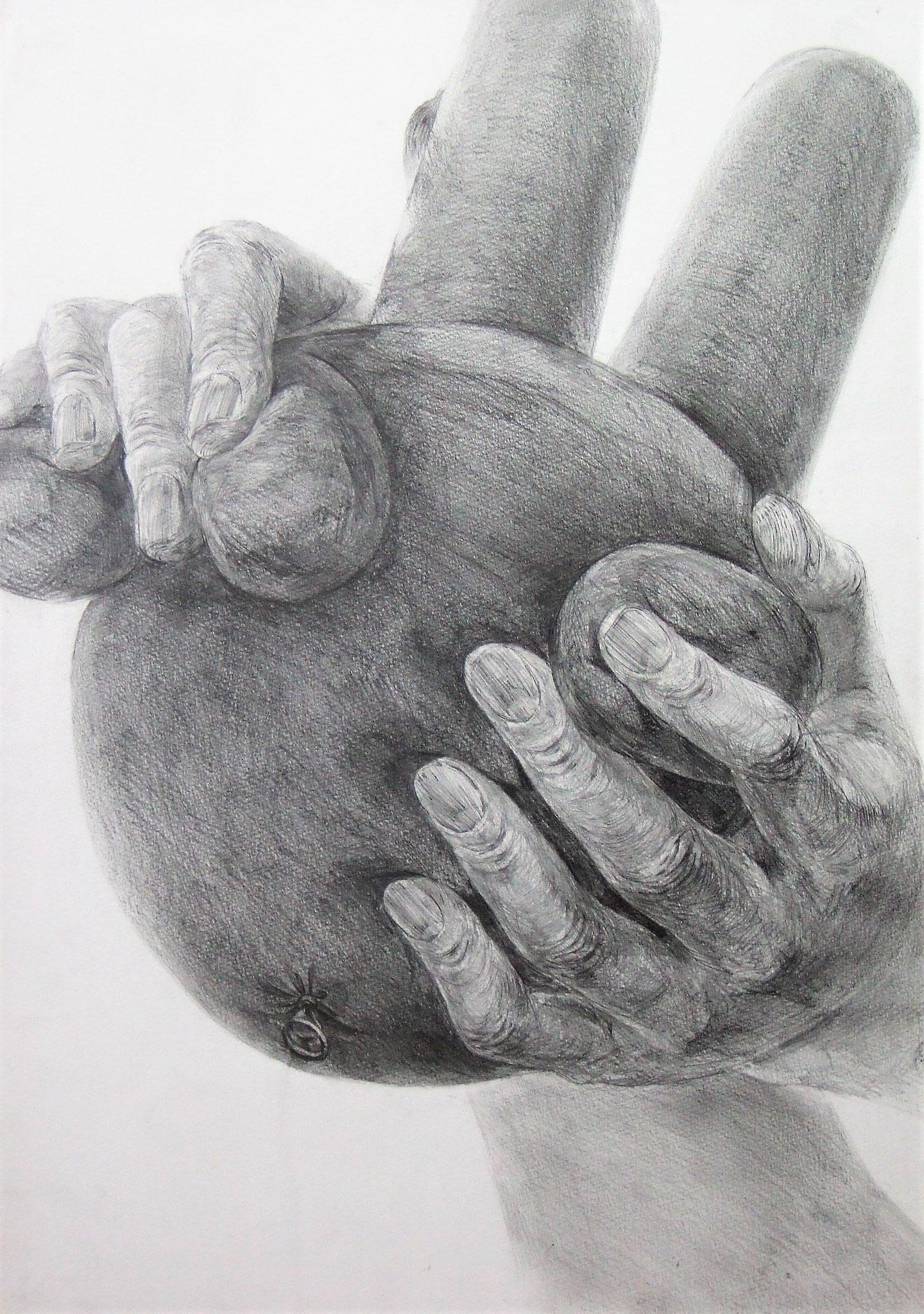 生徒作品52 鉛筆デッサン<自分の両手と想定デッサン> B3判 M画用紙 【デザイン系】