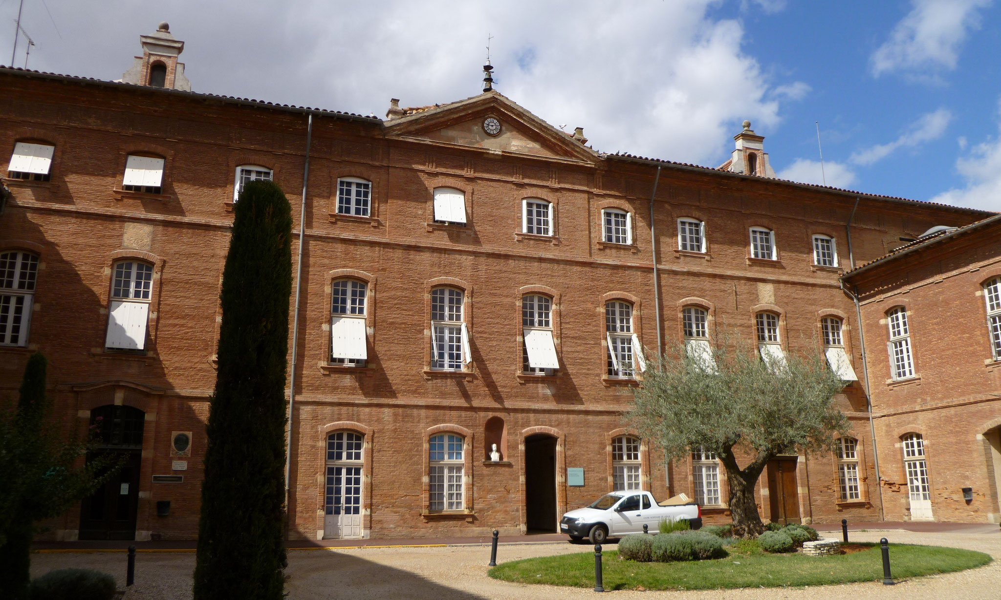 L'hôpital, construit au XVIIIe siècle