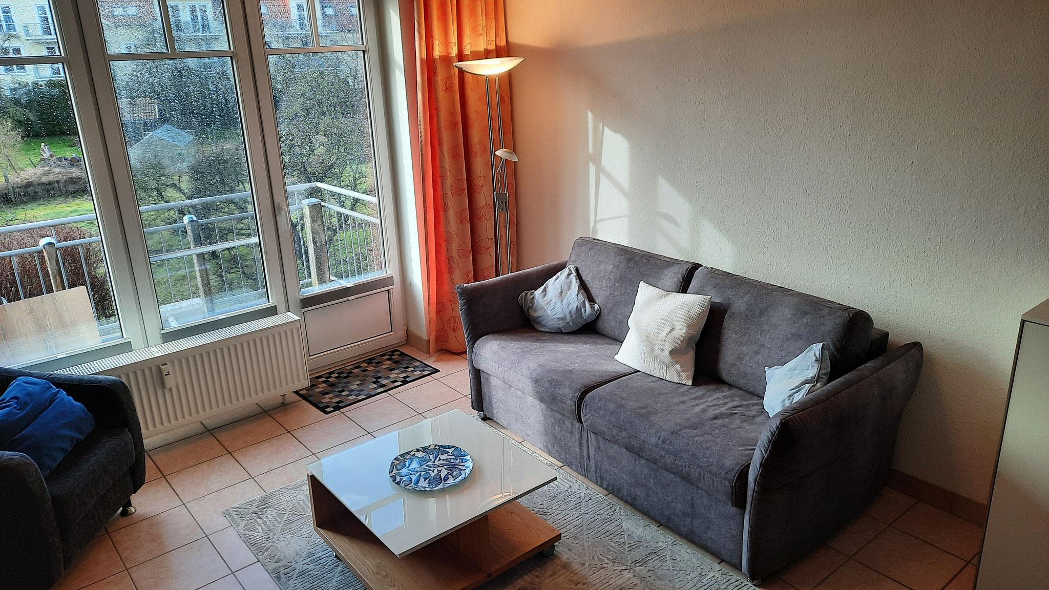 Couch und Tisch neu in 2021