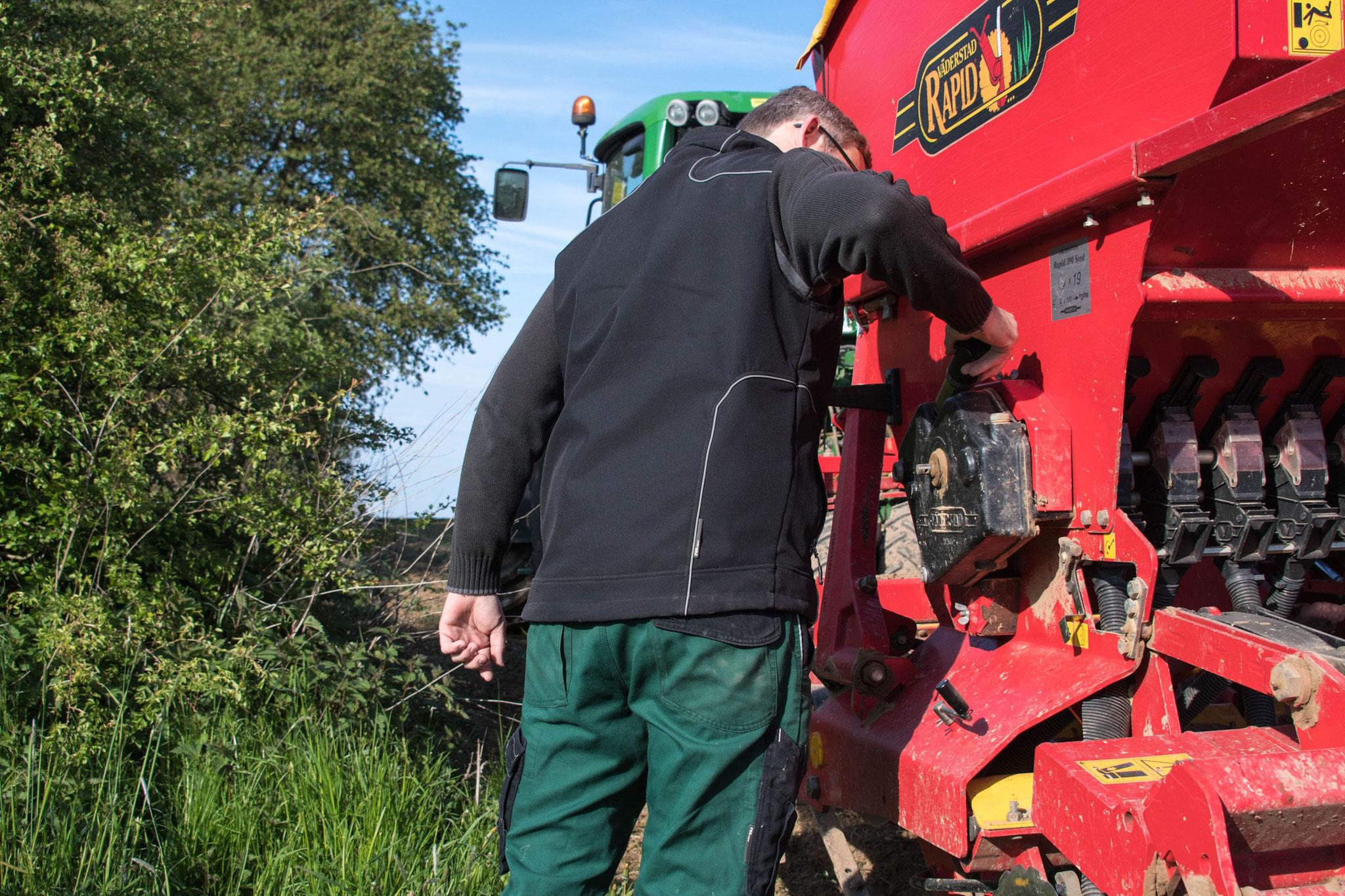 Einstellen der Säemaschine : Saatmenge und Saattiefe