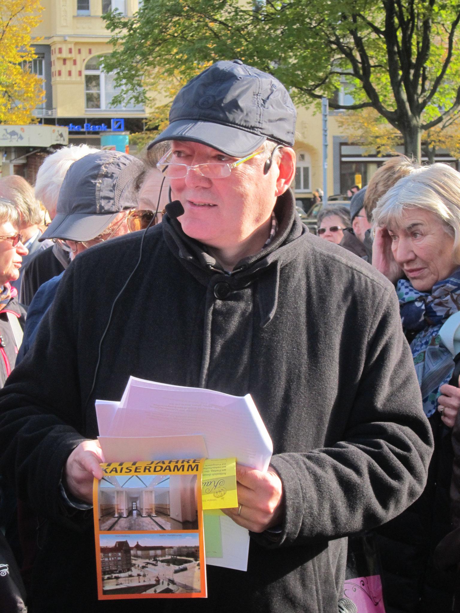 Dipl.-Ing. Wolfgang Jarnot (Bild), Dipl.-Ing. Hans-Ulrich Riedel und Helmut Döring informieren während des Spaziergangs.